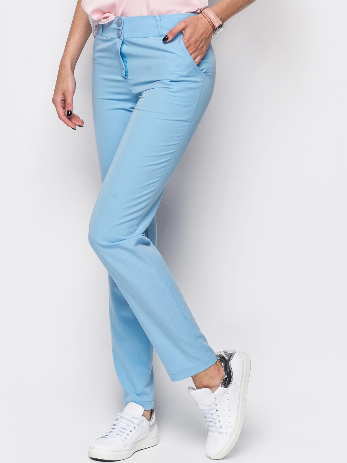 Голубые брюки из костюмной ткани с карманами на полочке - 12778, фото 1 – интернет-магазин Dressa