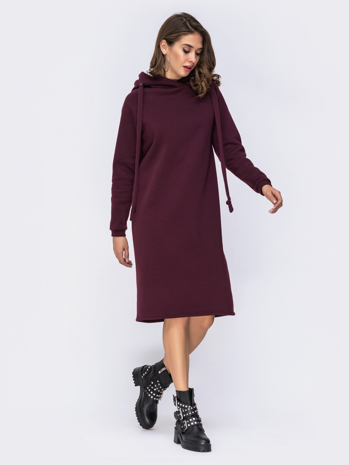 Бордовое платье на флисе в стиле oversize с капюшоном - 42533, фото 1 – интернет-магазин Dressa