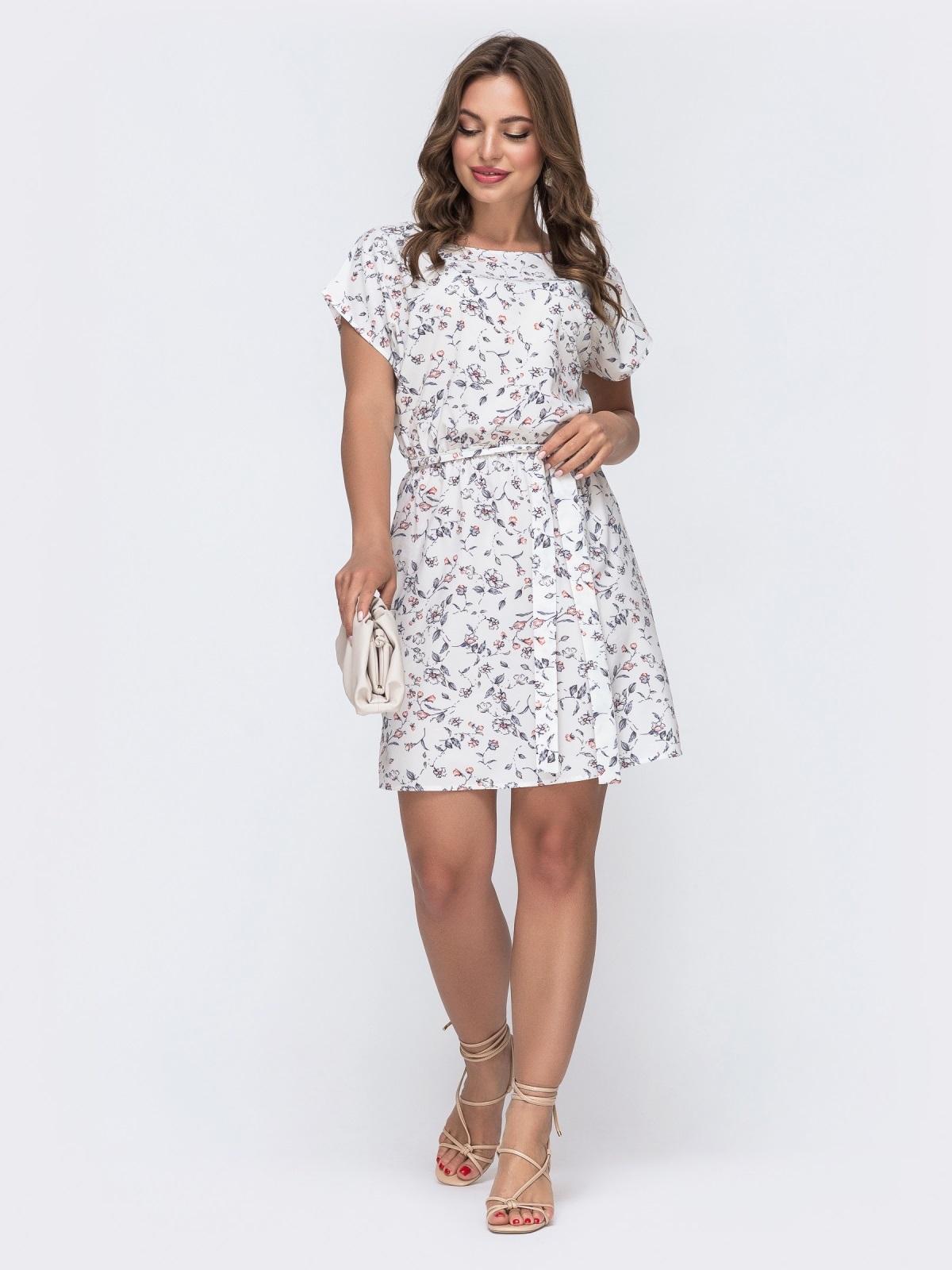 Платье с принтом и резинкой в поясе молочного цвета 48484, фото 1