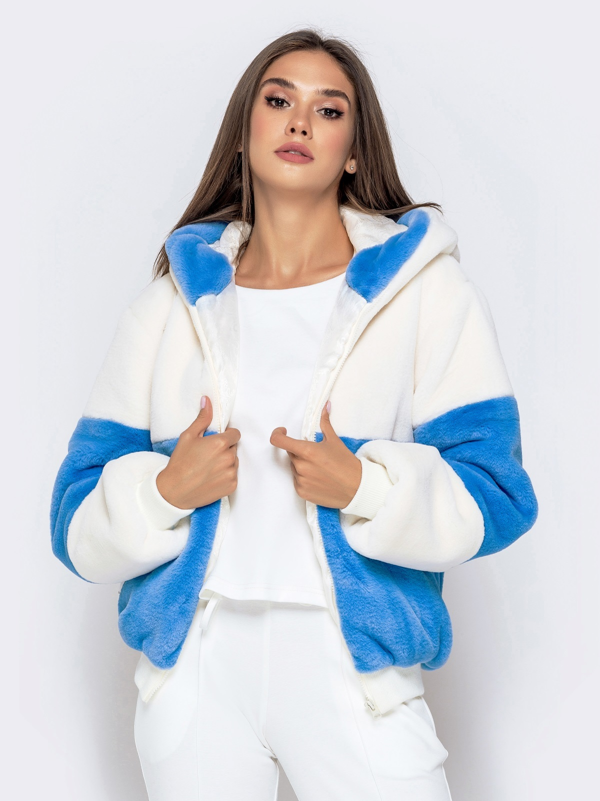 Короткая шуба с вшитым капюшоном голубая - 40184, фото 1 – интернет-магазин Dressa