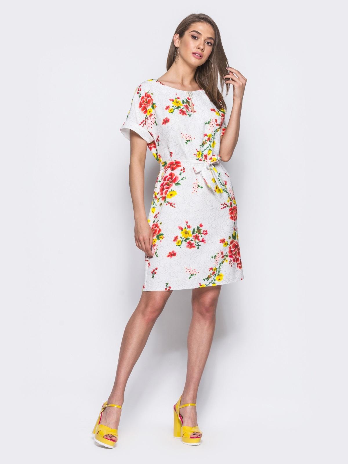 Белое платье в цветочный принт с брошкой на горловине - 11401, фото 1 – интернет-магазин Dressa