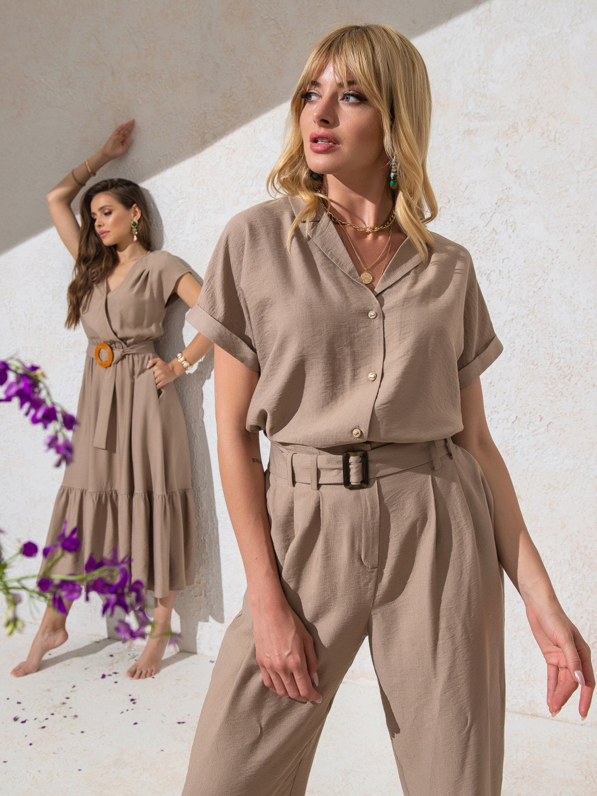 Блузка из жатой льняной ткани с цельнокроеным рукавом бежевая - 49095, фото 1 – интернет-магазин Dressa