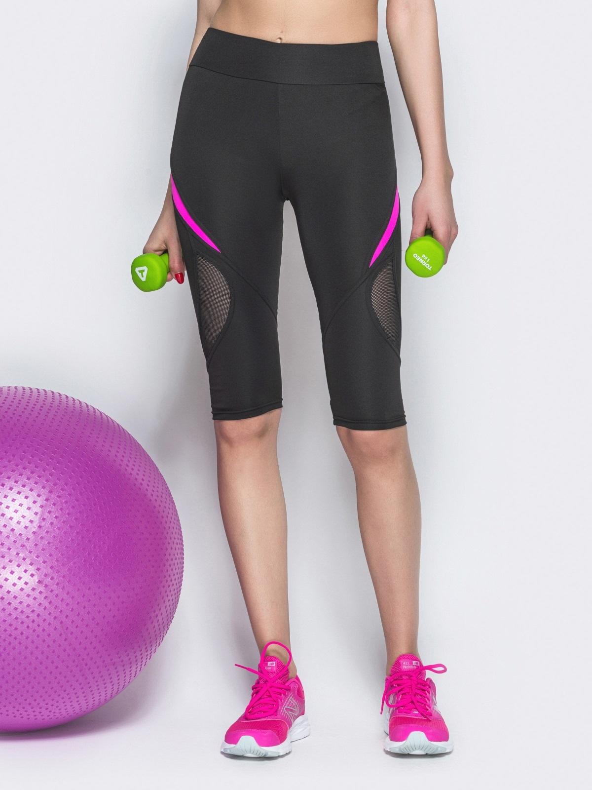 Спортивные бриджи с сеткой и малиновыми вставками чёрные - 38793, фото 1 – интернет-магазин Dressa