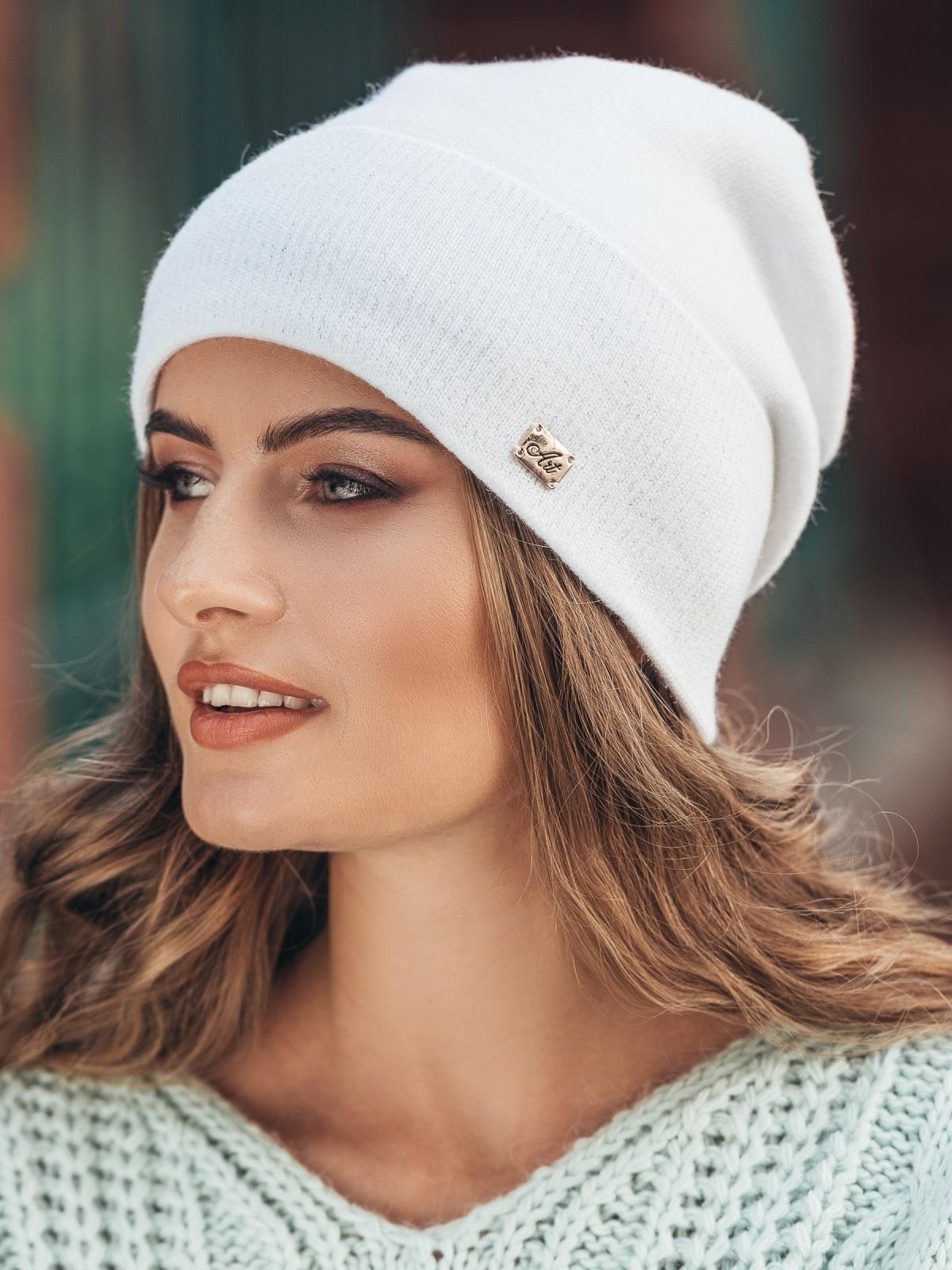 Зимняя шапка без помпона с нитью люрекса белая - 14733, фото 1 – интернет-магазин Dressa