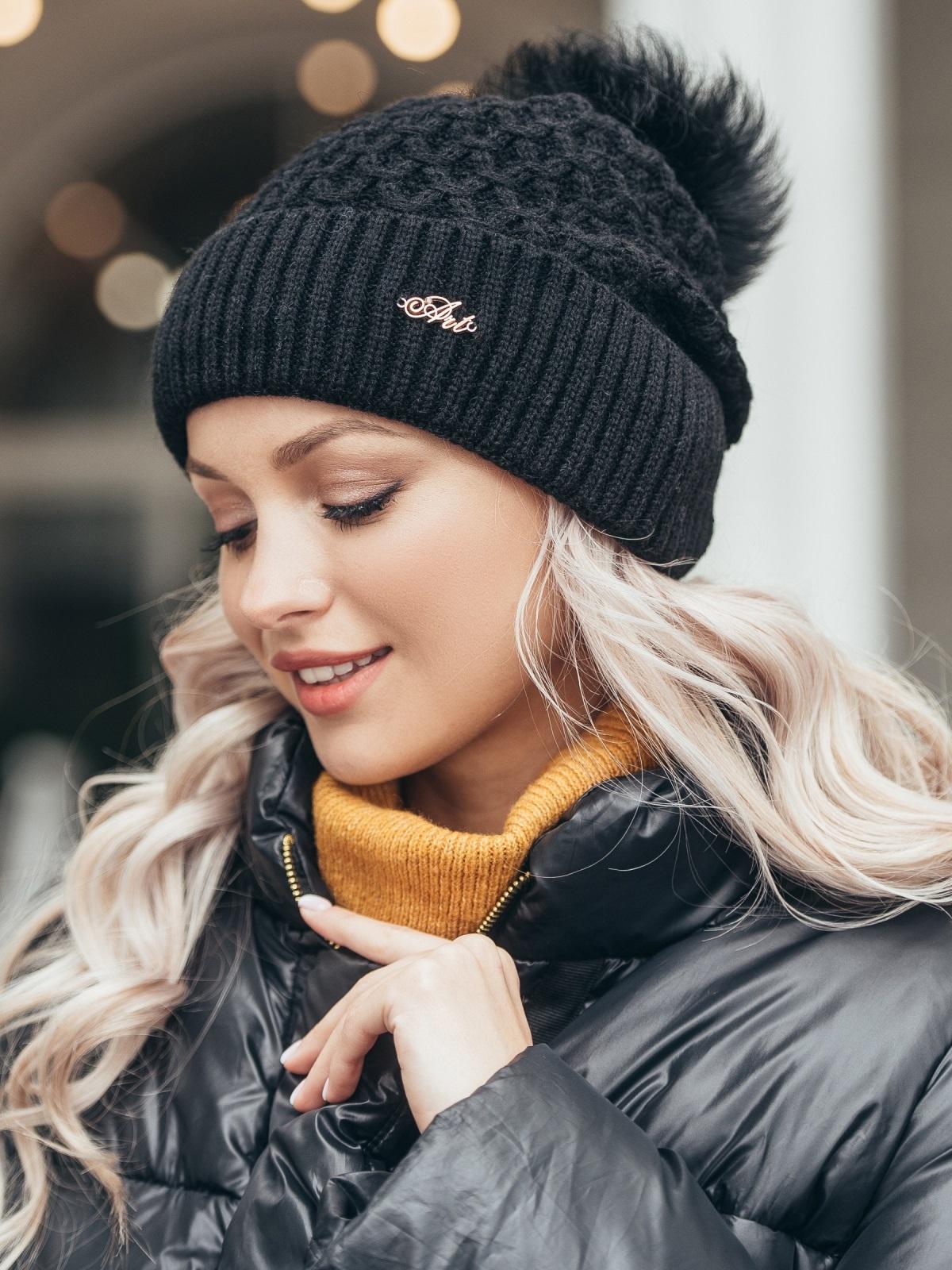 Зимняя шапка-бини с бубоном из натурального меха чёрная 51118, фото 1