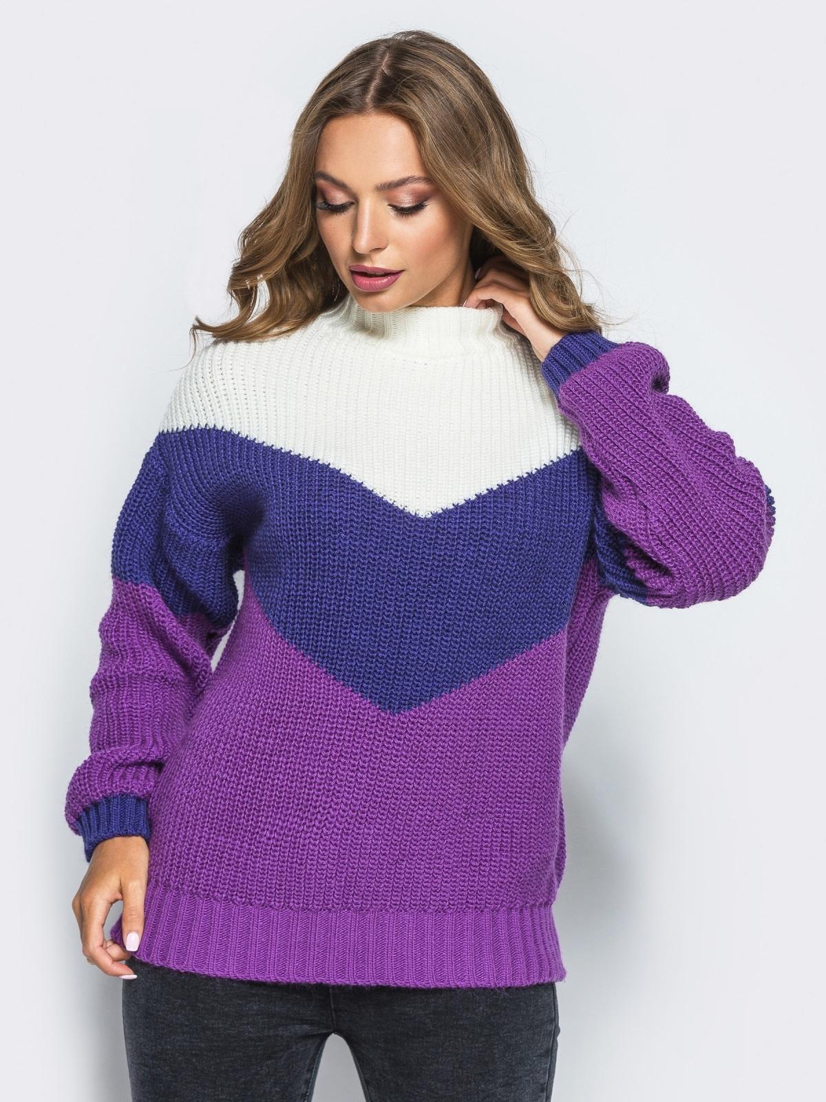 Вязаный свитер oversize с сиренево-синими полосами - 15979, фото 1 – интернет-магазин Dressa