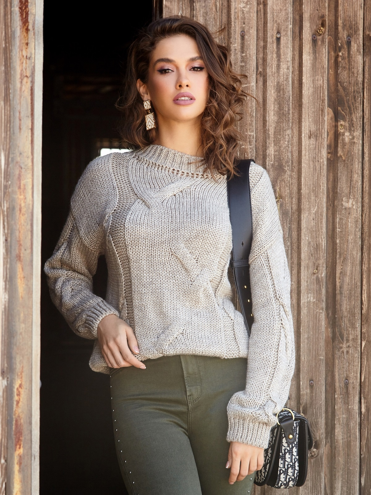 Бежевый свитер с ажурной вязкой и резинкой по низу - 41057, фото 1 – интернет-магазин Dressa