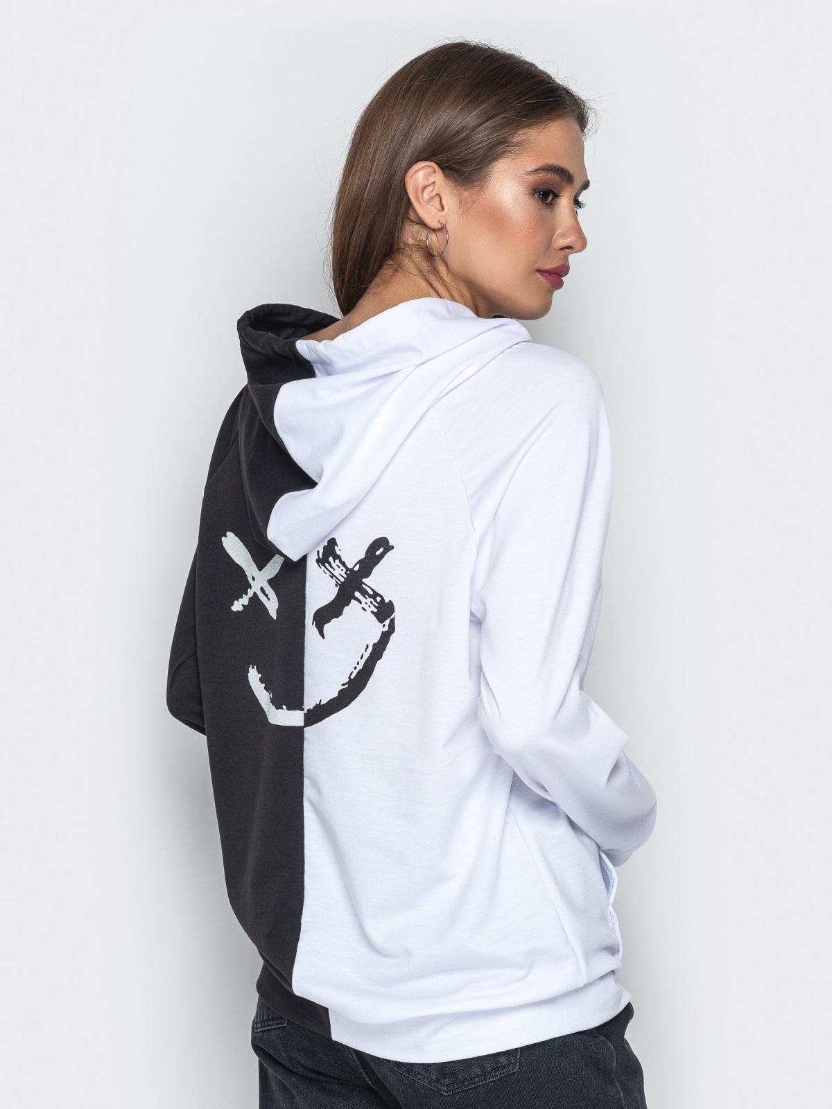 Чёрно-белое худи с капюшоном и карманом-кенгуру - 21129, фото 1 – интернет-магазин Dressa