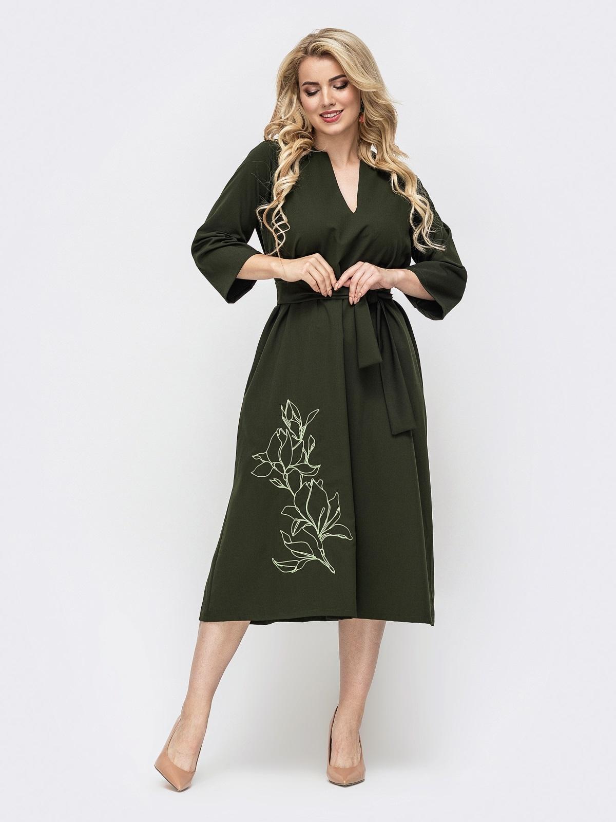 Свободное платье батал с авторской вышивкой хаки 50954, фото 1
