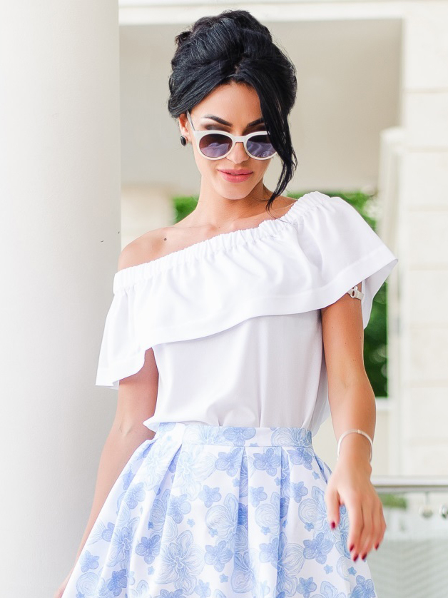 Шифоновая блузка на одно плечо с широкой оборкой - 12357, фото 1 – интернет-магазин Dressa