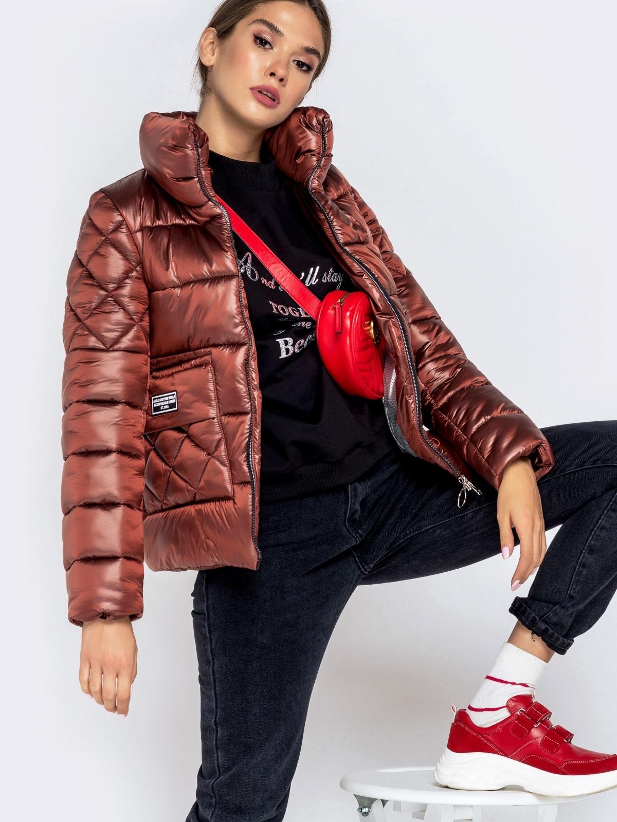 Стёганая куртка с накладными карманами коричневая - 40730, фото 1 – интернет-магазин Dressa