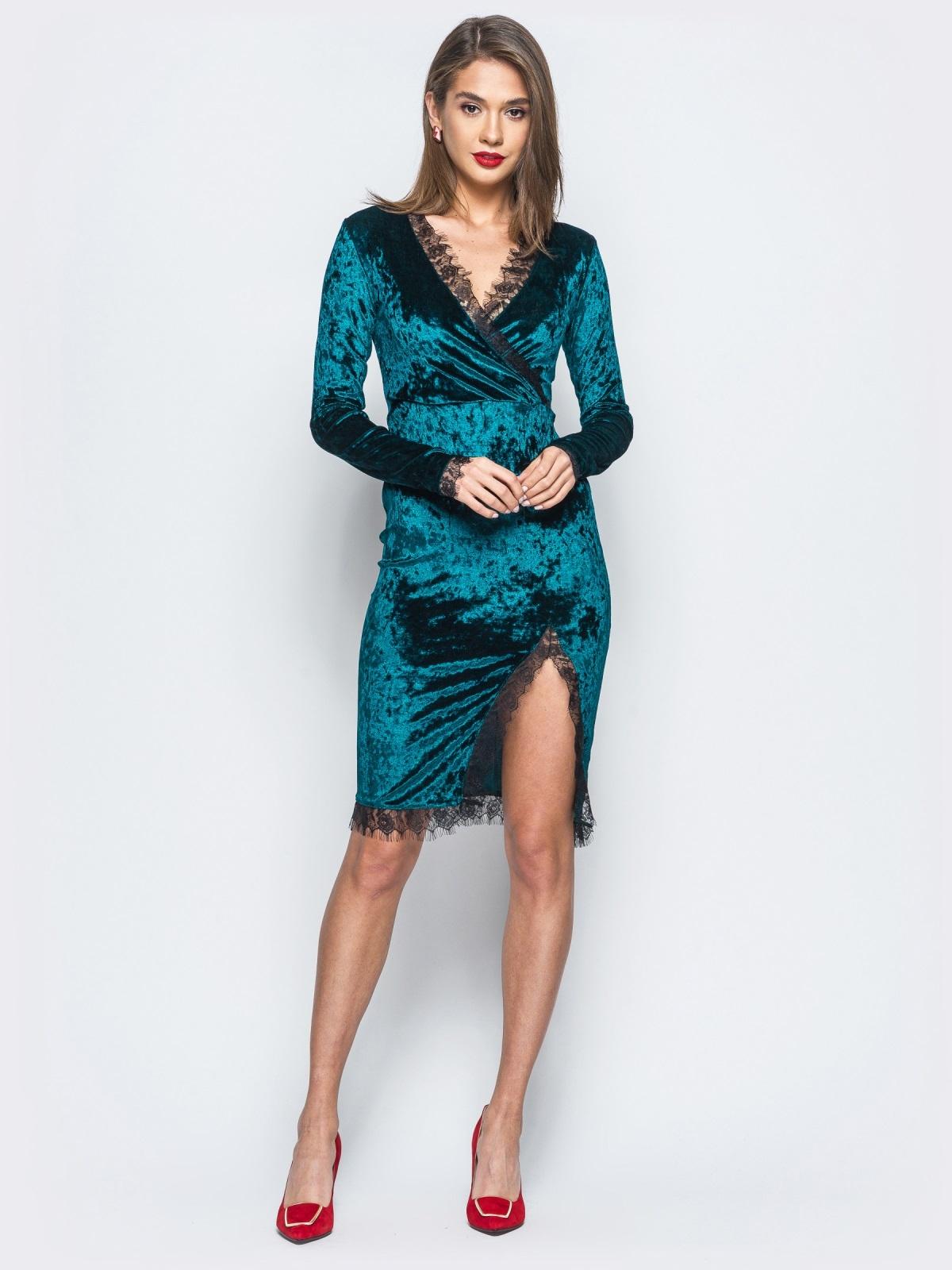 40a6df8b726 Велюровое платье зелёного цвета с кружевной отделкой 17864 – купить ...