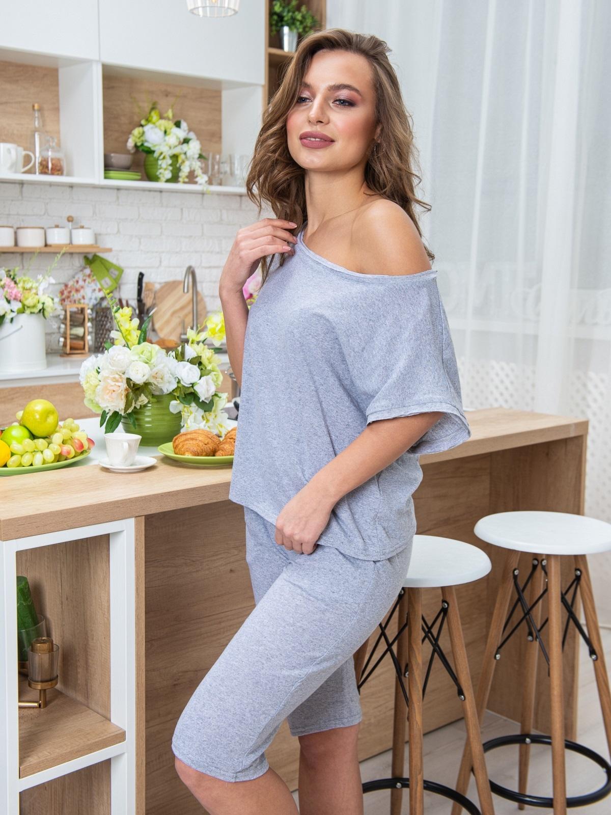 Трикотажная пижама из футболки и бридж серая - 20446, фото 1 – интернет-магазин Dressa