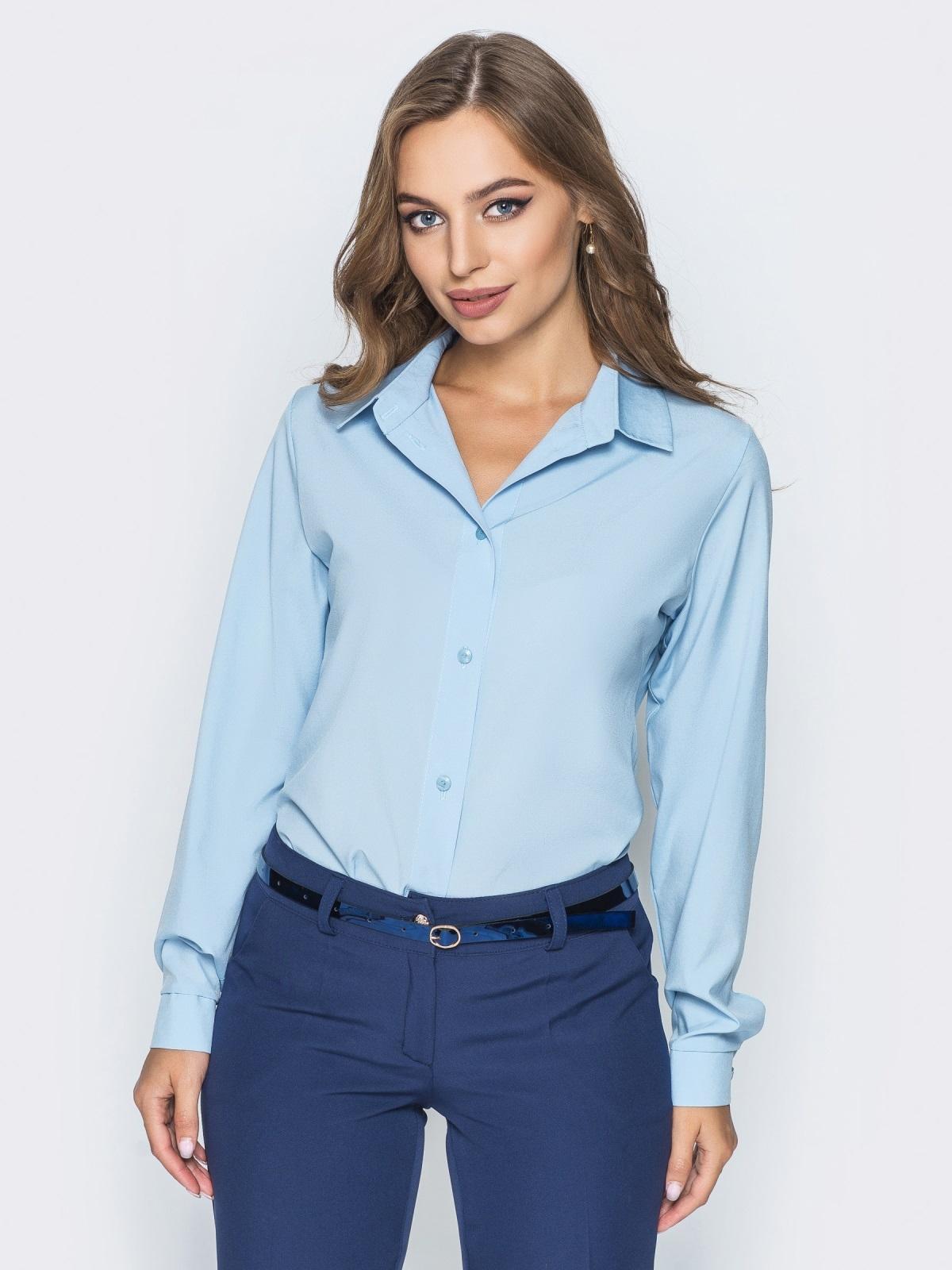 Блузка полуприталенного кроя с функциональными пуговицами голубая - 14228, фото 1 – интернет-магазин Dressa