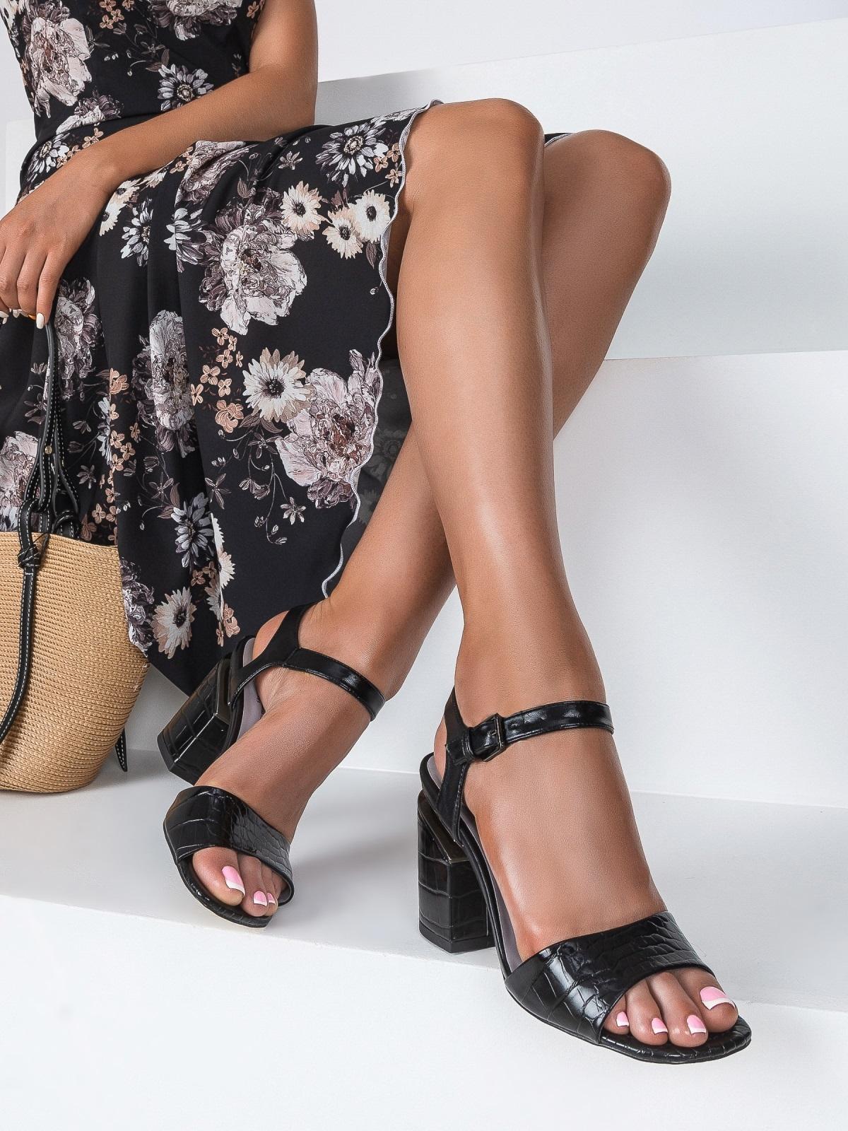 Чёрные босоножки на каблуке с застежкой - 49757, фото 1 – интернет-магазин Dressa