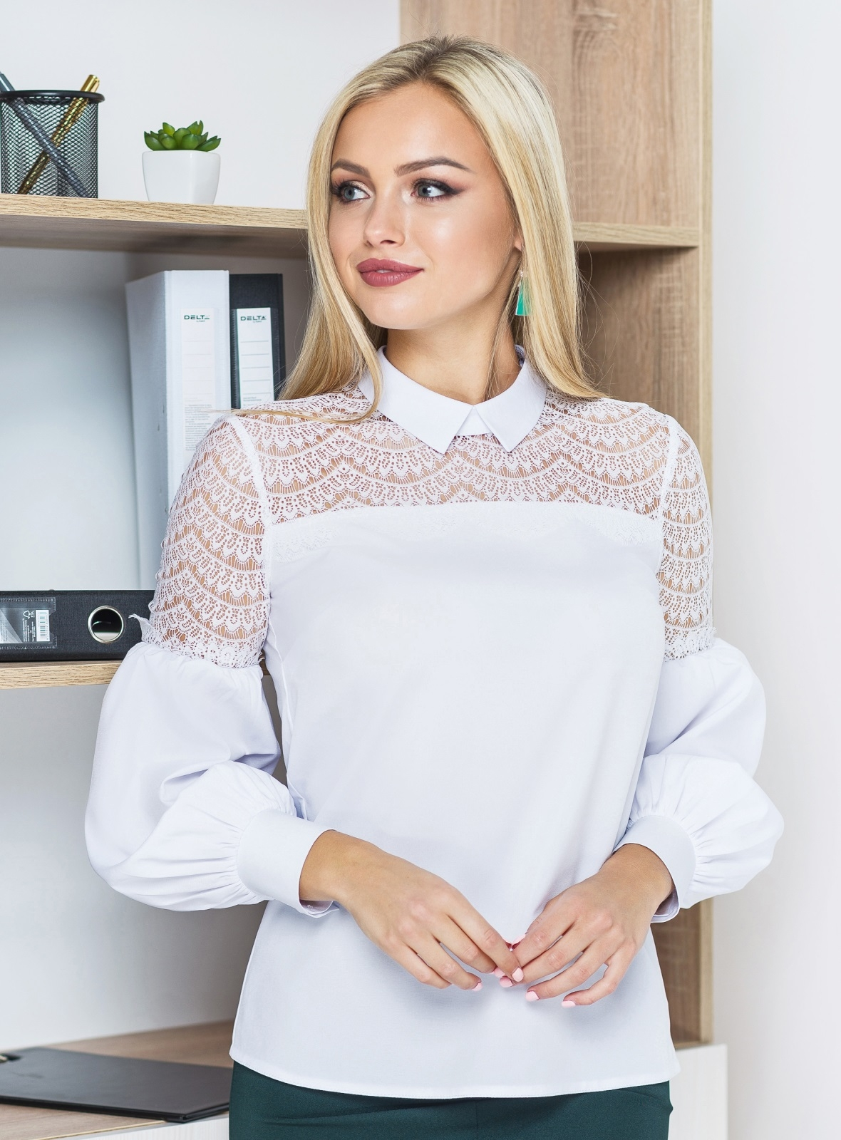 Блузка с отделкой из белого кружева с рукавами-фонариками 14126, фото 3