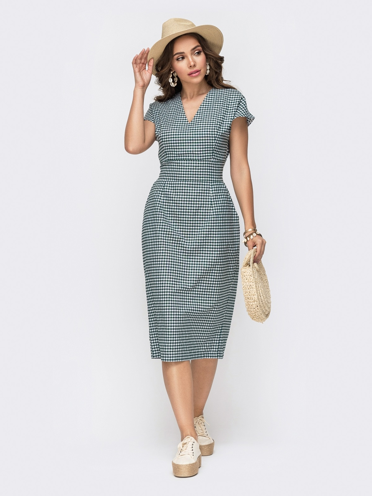 Приталенное платье из хлопка в клетку с V-вырезом зеленое - 49153, фото 1 – интернет-магазин Dressa