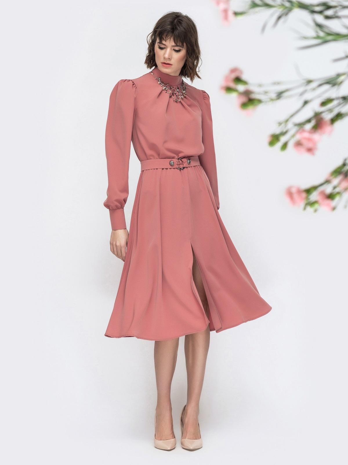 Розовое платье с воротником стойкой и разрезом спереди - 45087, фото 1 – интернет-магазин Dressa