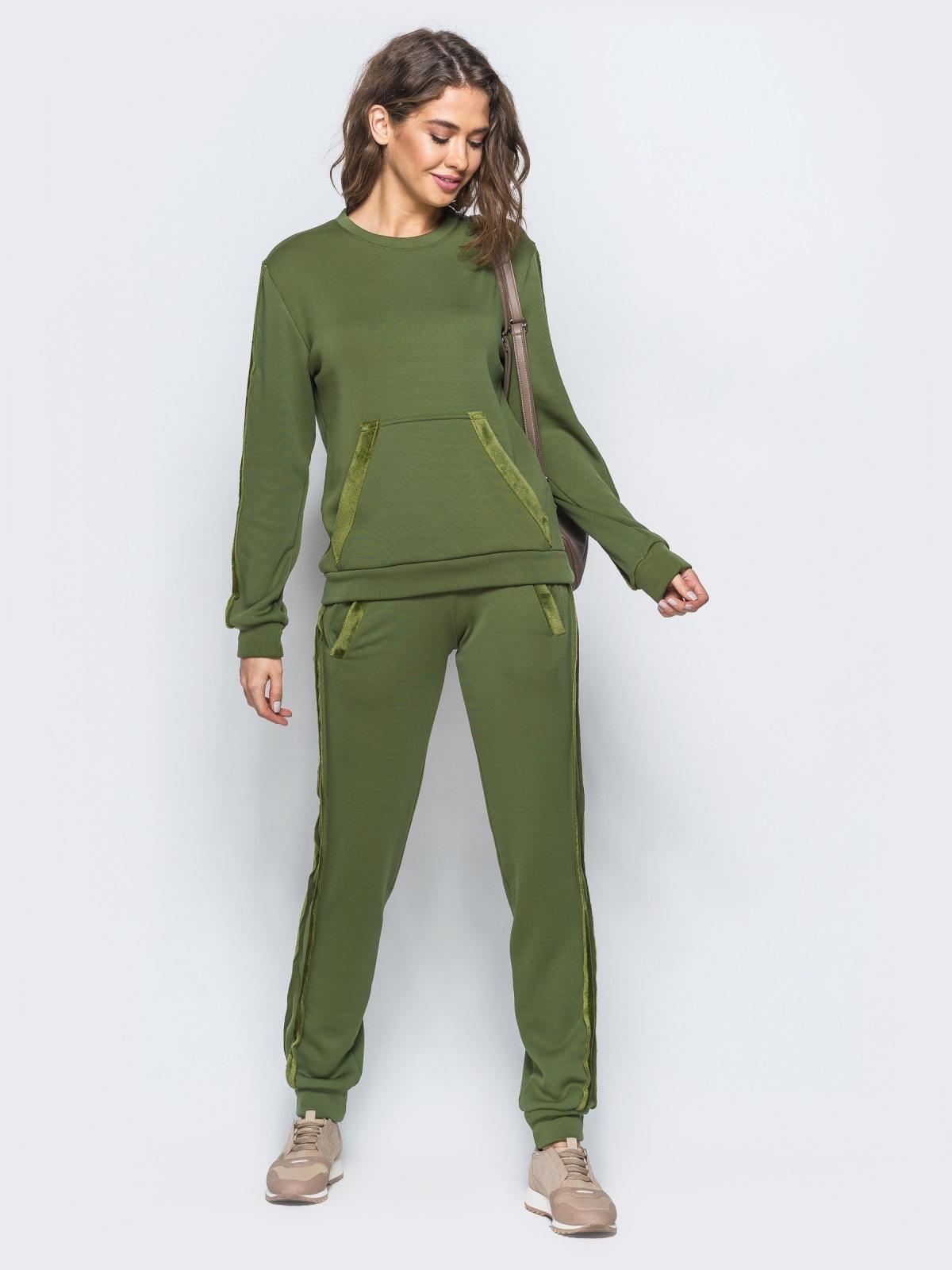 Спортивный комплект цвета хаки с меховыми лампасами - 17403, фото 1 – интернет-магазин Dressa