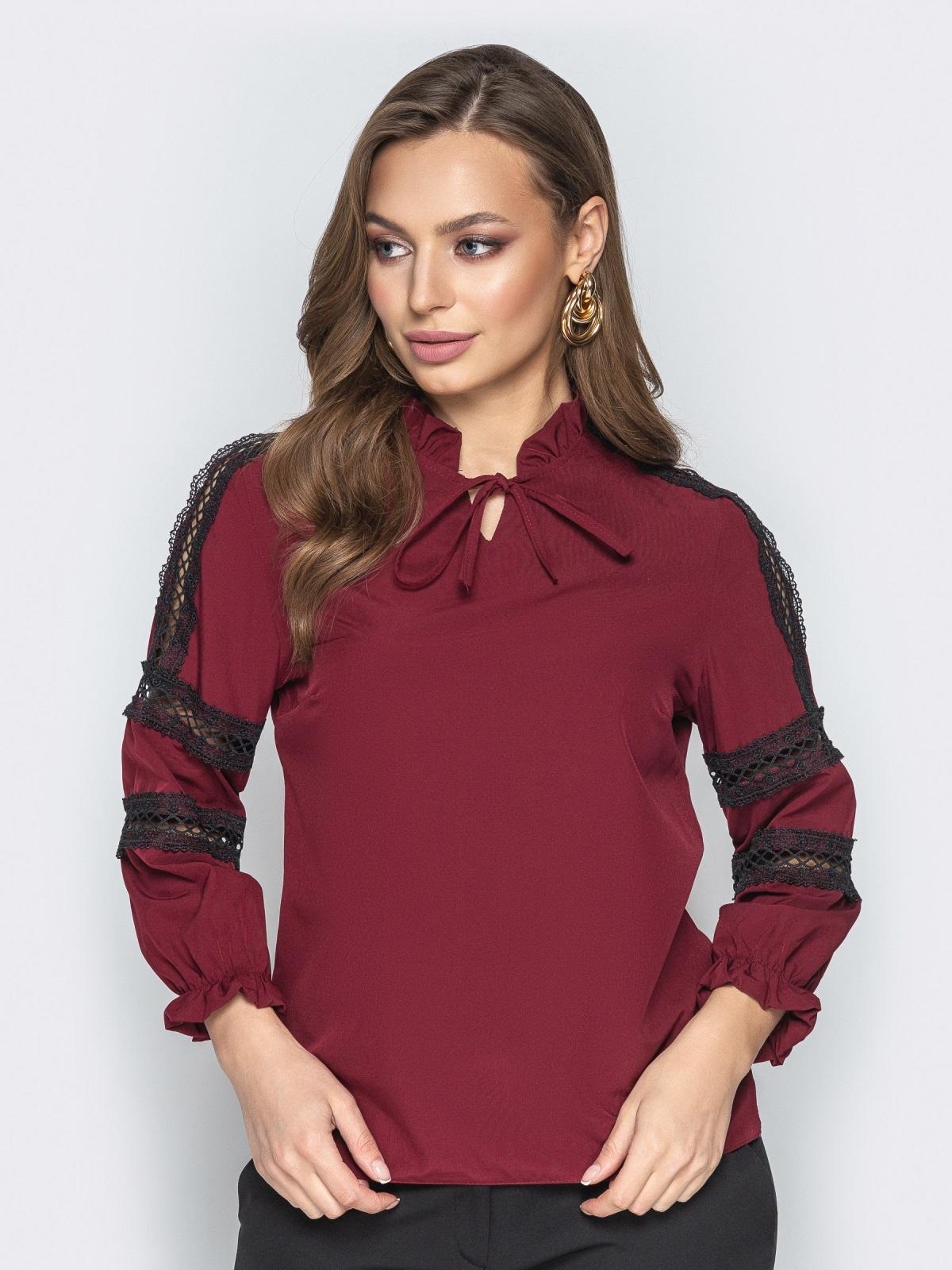 Бордовая блузка с фатиновыми вставками и воротником на завязках - 20783, фото 1 – интернет-магазин Dressa