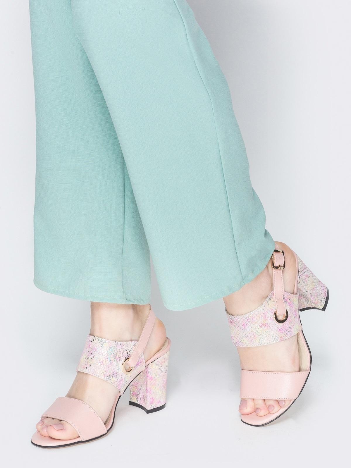Пудровые босоножки на устойчивом каблуке - 38987, фото 1 – интернет-магазин Dressa