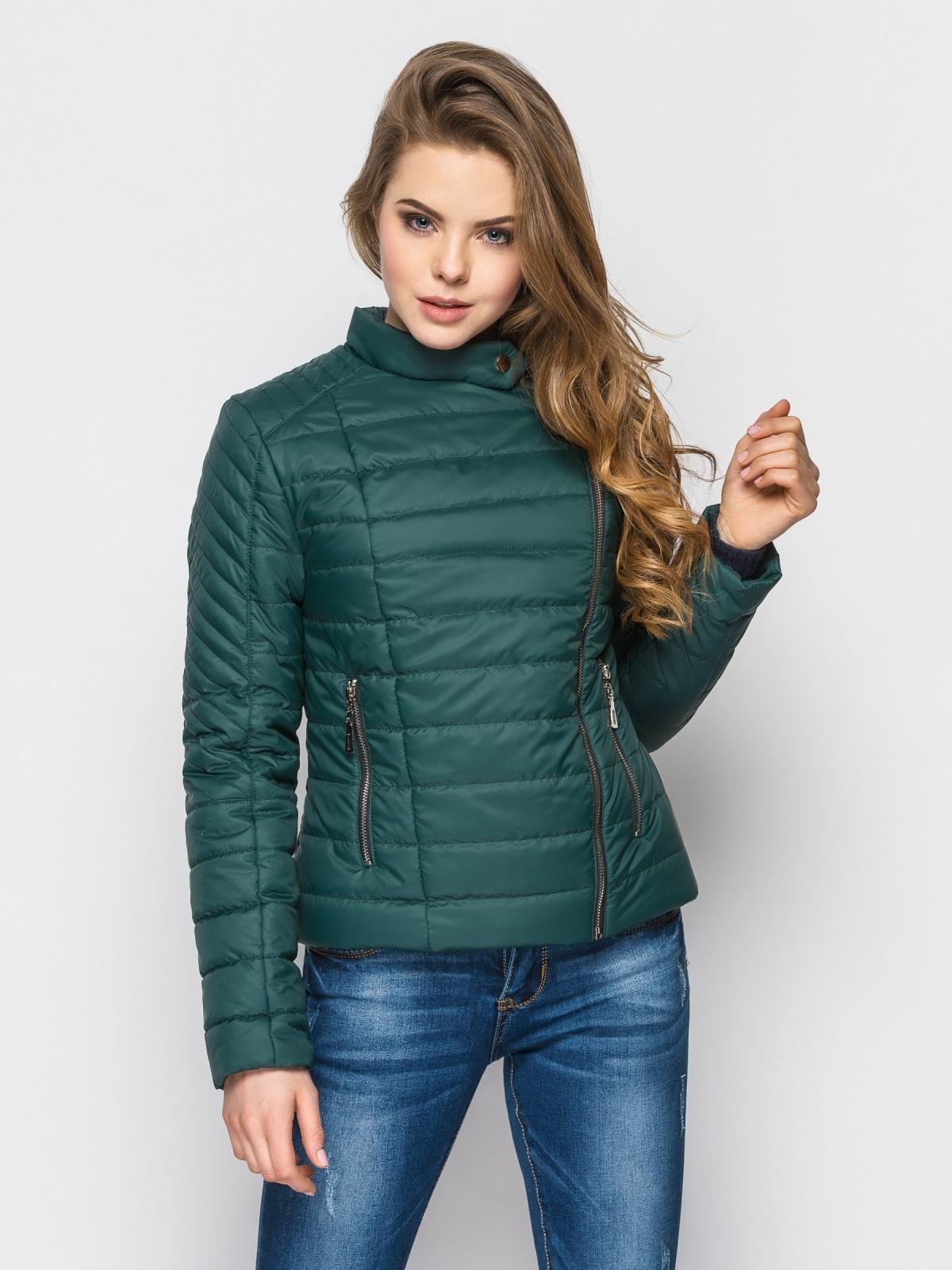 Зелёная куртка со смещенной молнией на полочке - 12949, фото 1 – интернет-магазин Dressa