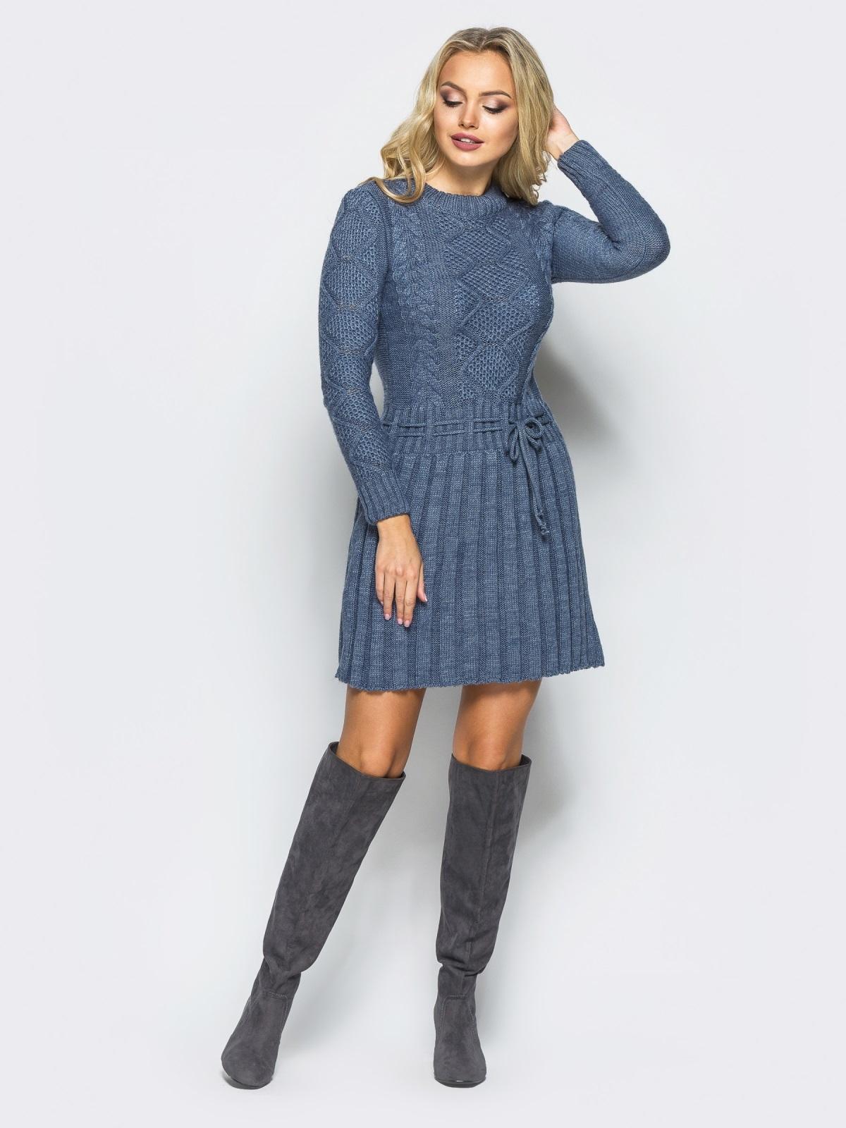 Серое вязаное платье с резинкой на поясе - 15938, фото 1 – интернет-магазин Dressa