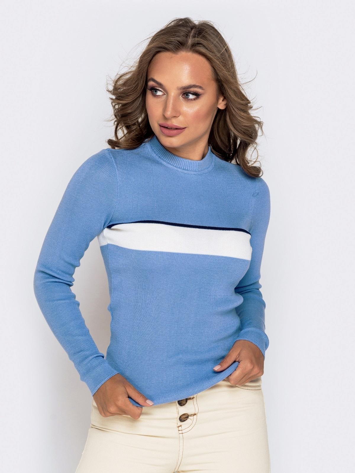 Вязаный гольф голубого цвета с контрастной вставкой - 40775, фото 1 – интернет-магазин Dressa