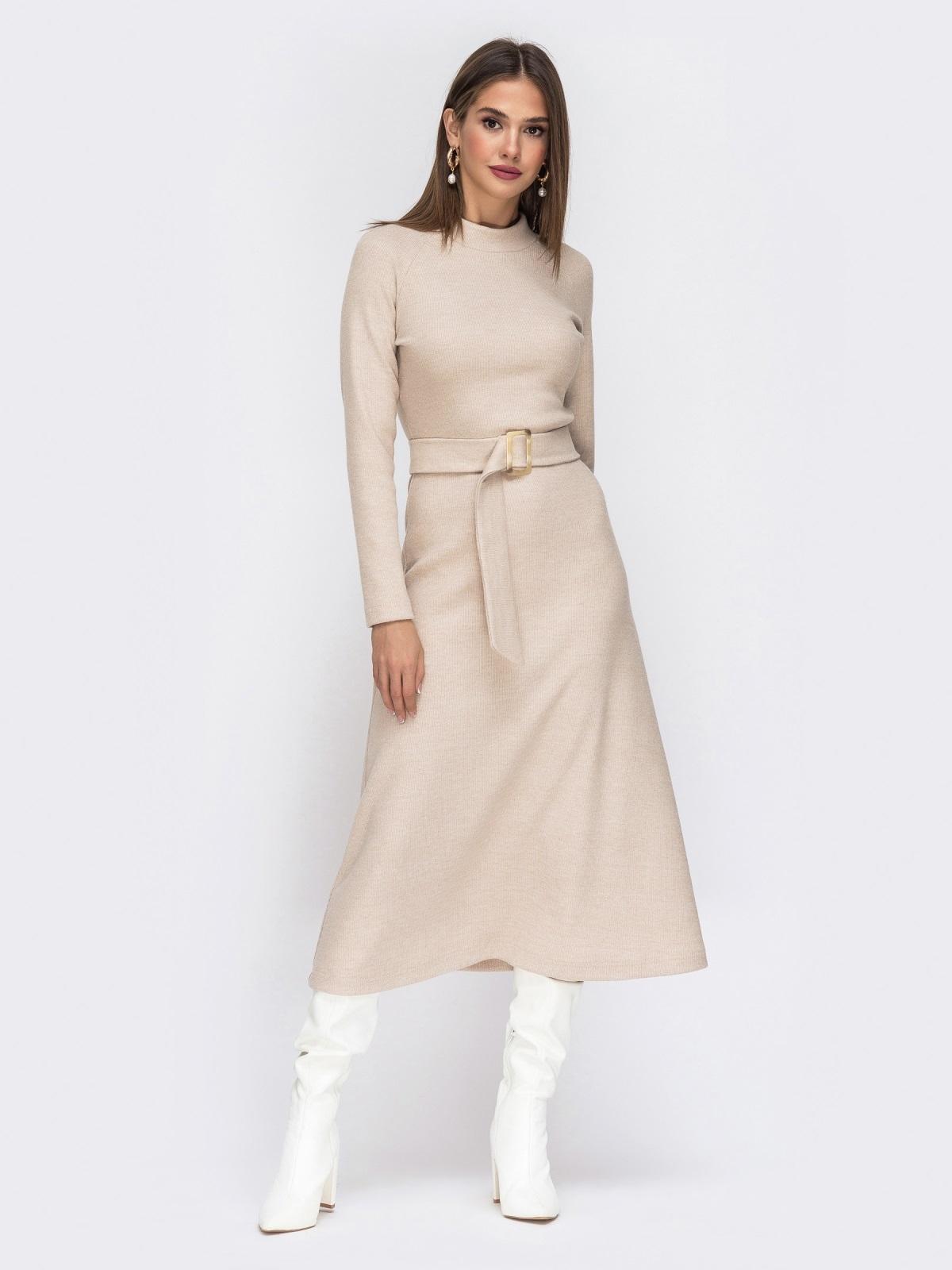 Расклешенное платье из трикотажа с поясом бежевое - 42222, фото 1 – интернет-магазин Dressa