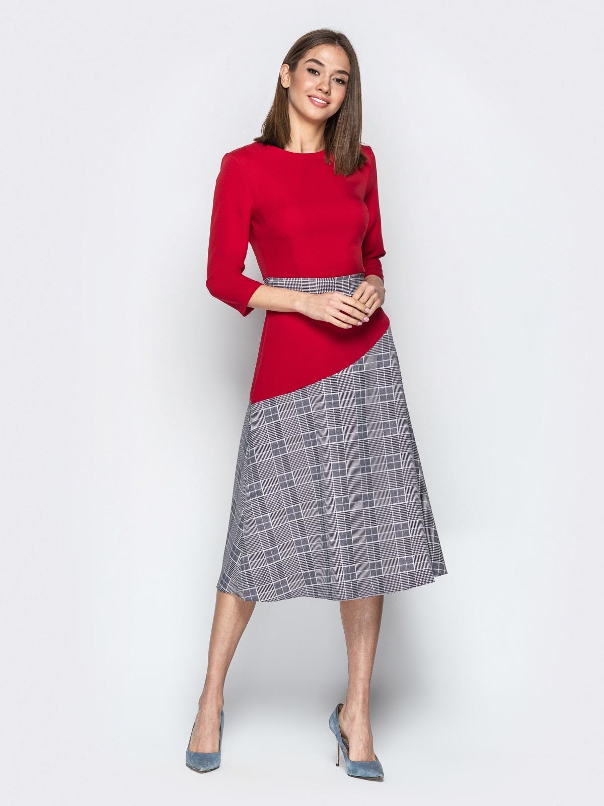 Красное платье приталенного кроя с контрастными вставками - 21333, фото 1 – интернет-магазин Dressa