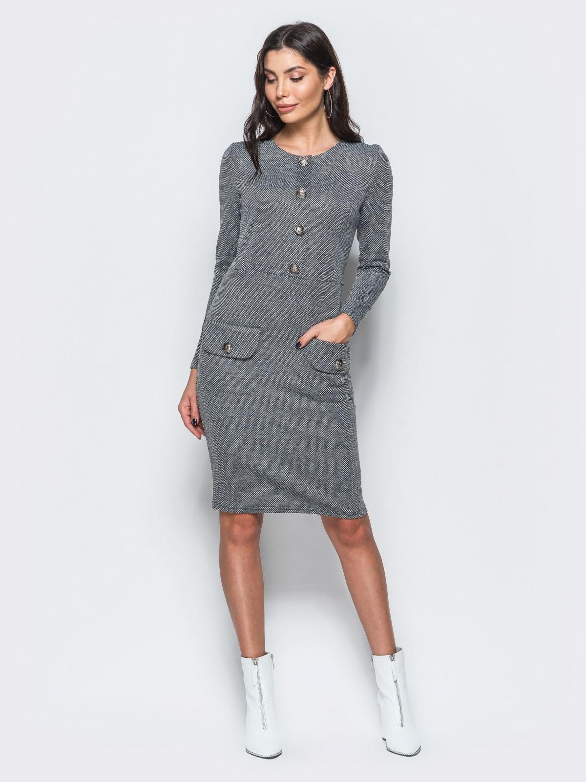 Трикотажное платье-футляр серого цвета с прорезными карманами - 17582, фото 1 – интернет-магазин Dressa
