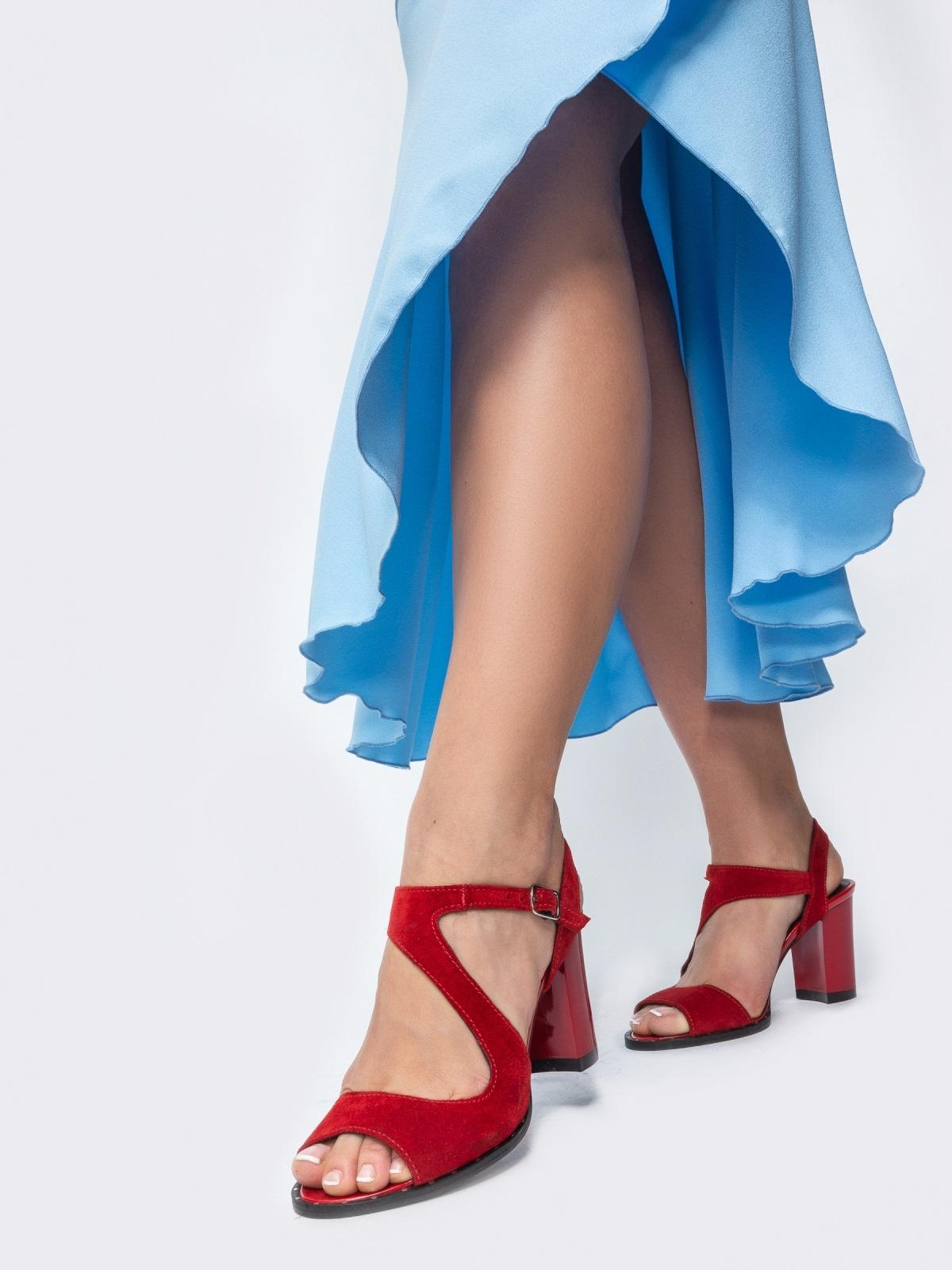 Замшевые босоножки красного цвета на устойчивом каблуке - 21705, фото 1 – интернет-магазин Dressa