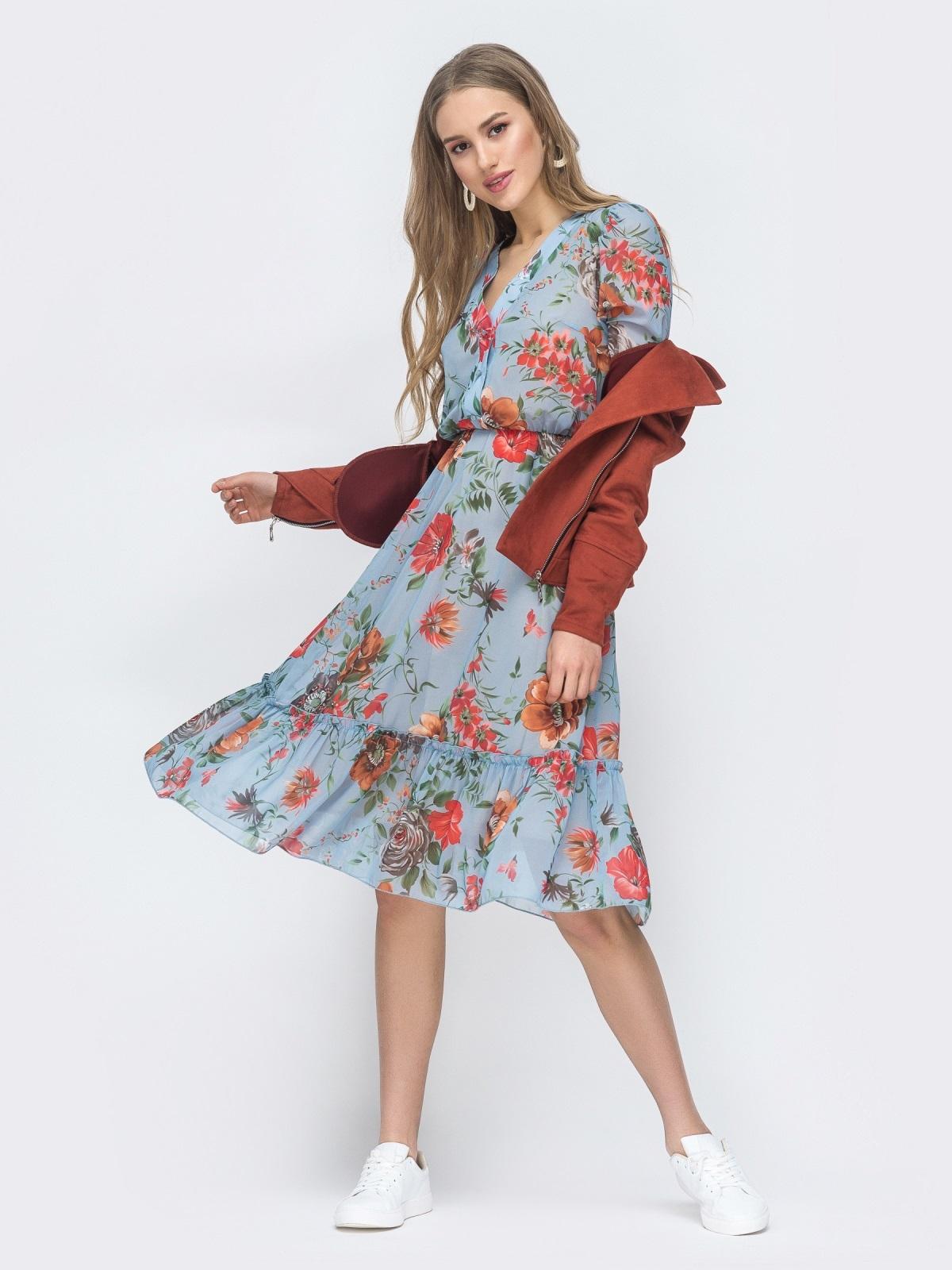 Голубое платье с цветочным принтом и оборкой по низу - 45461, фото 1 – интернет-магазин Dressa