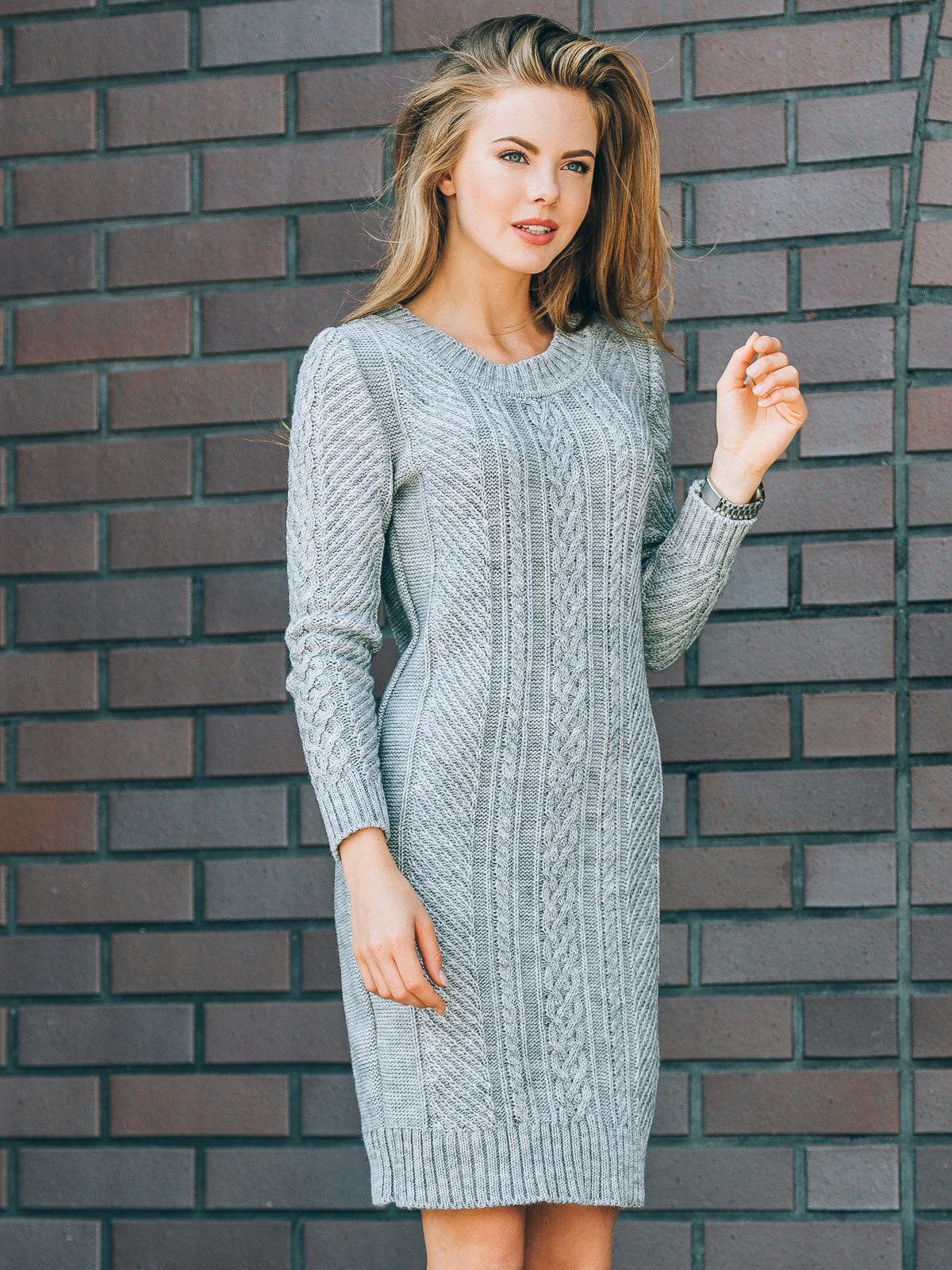 Серое вязаное платье с резинкой на манжетах и по низу - 13162, фото 2 – интернет-магазин Dressa