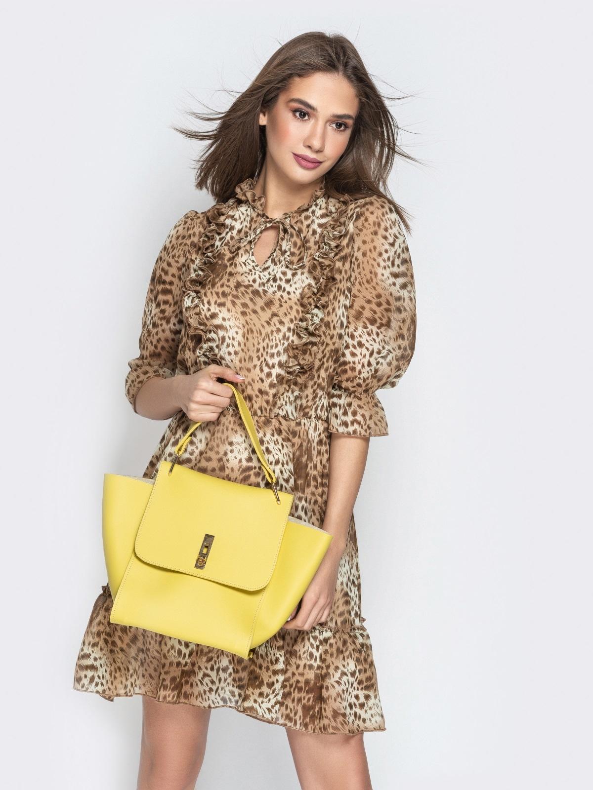 Вместительная сумка желтого цвета на клапане - 21457, фото 1 – интернет-магазин Dressa