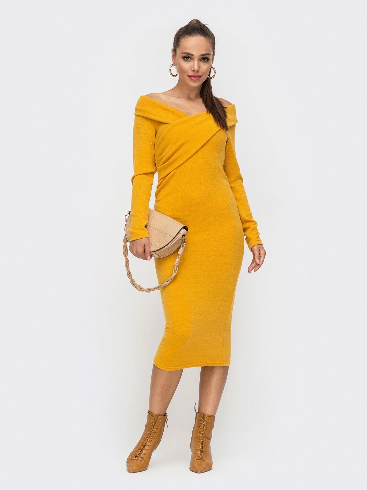 Облегающее платье с широким V-образным вырезом желтое 51194, фото 1