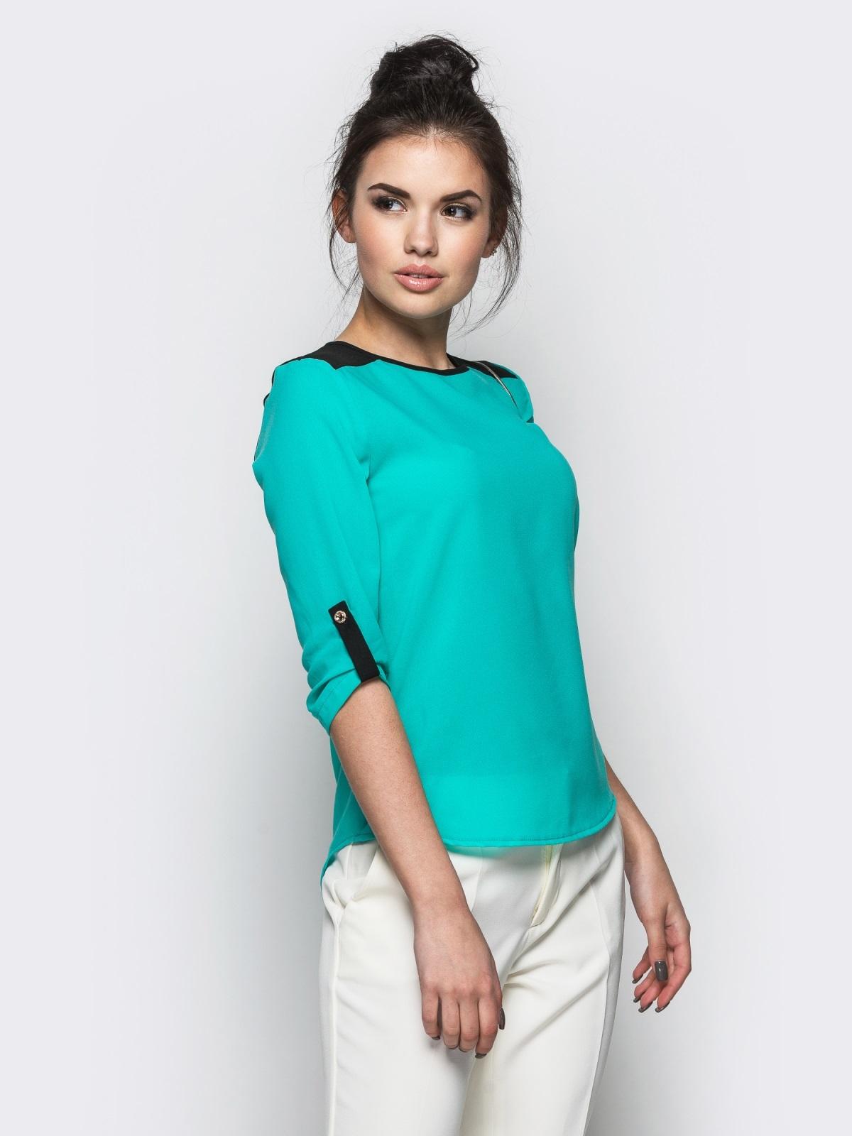 Голубая блузка с удлиненной спинкой и контрастными шлёвками - 10139, фото 1 – интернет-магазин Dressa