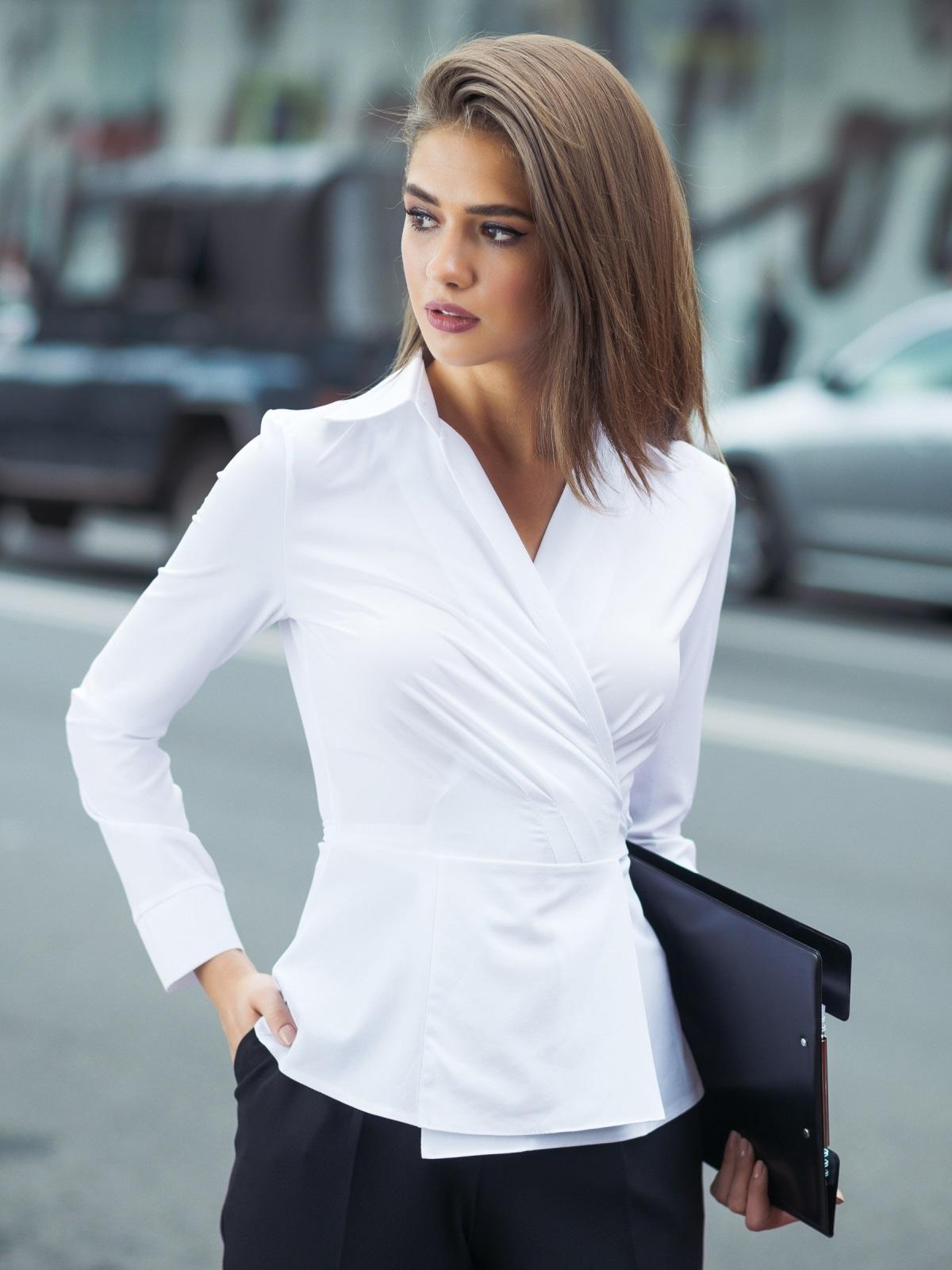 Блузка на запах с вшитым поясом белая - 13258, фото 1 – интернет-магазин Dressa