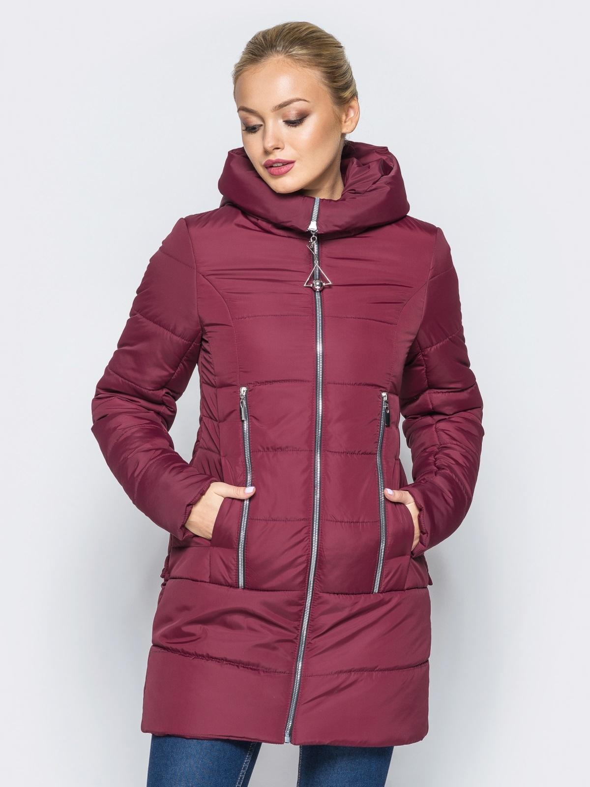 ba1c92be2655 Зимняя куртка с капюшоном и декоративными кнопками сзади бордовая - 16968,  фото 1 – интернет