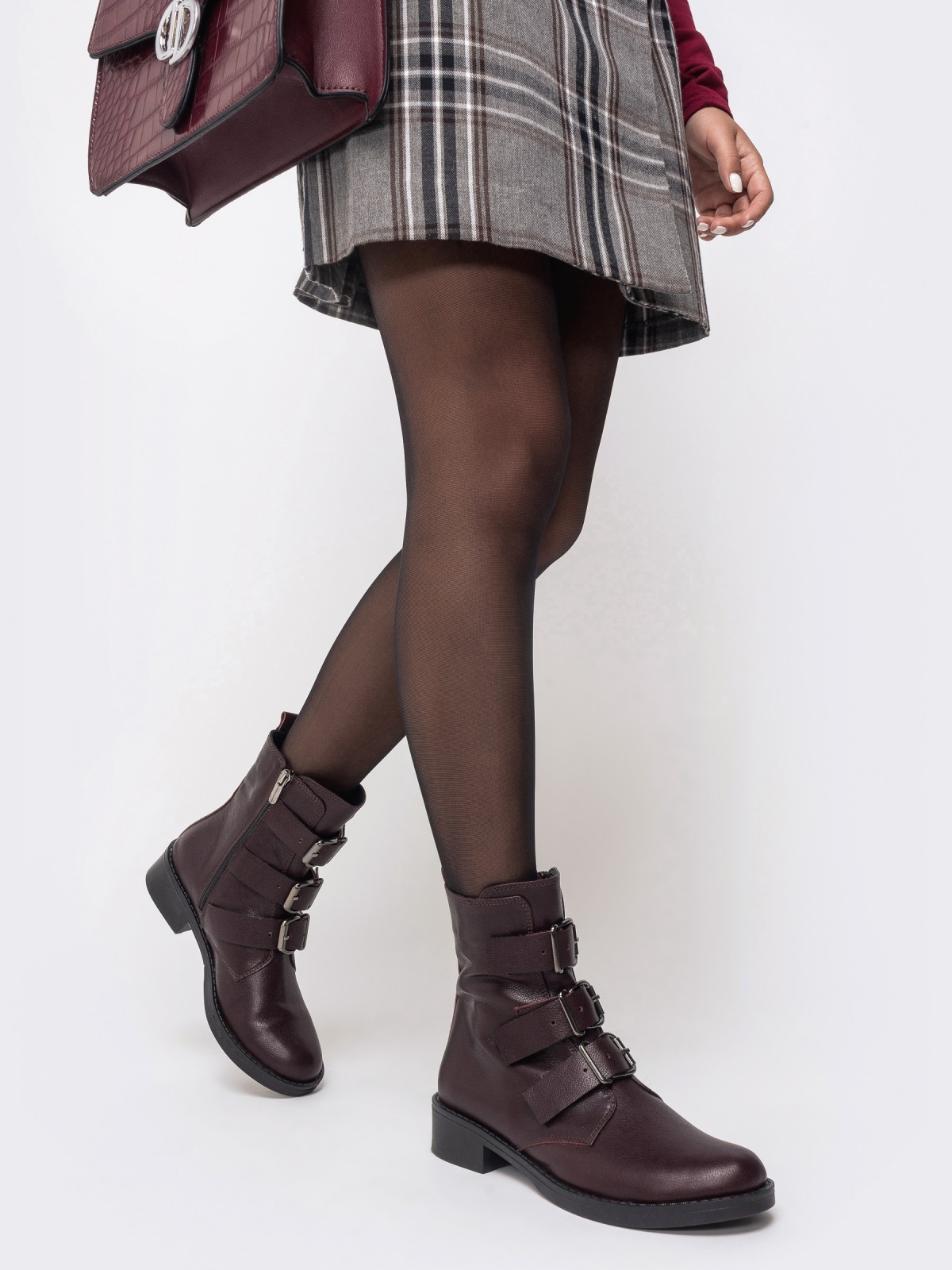 Демисезонные ботинки бордового цвета с пряжками - 41470, фото 1 – интернет-магазин Dressa