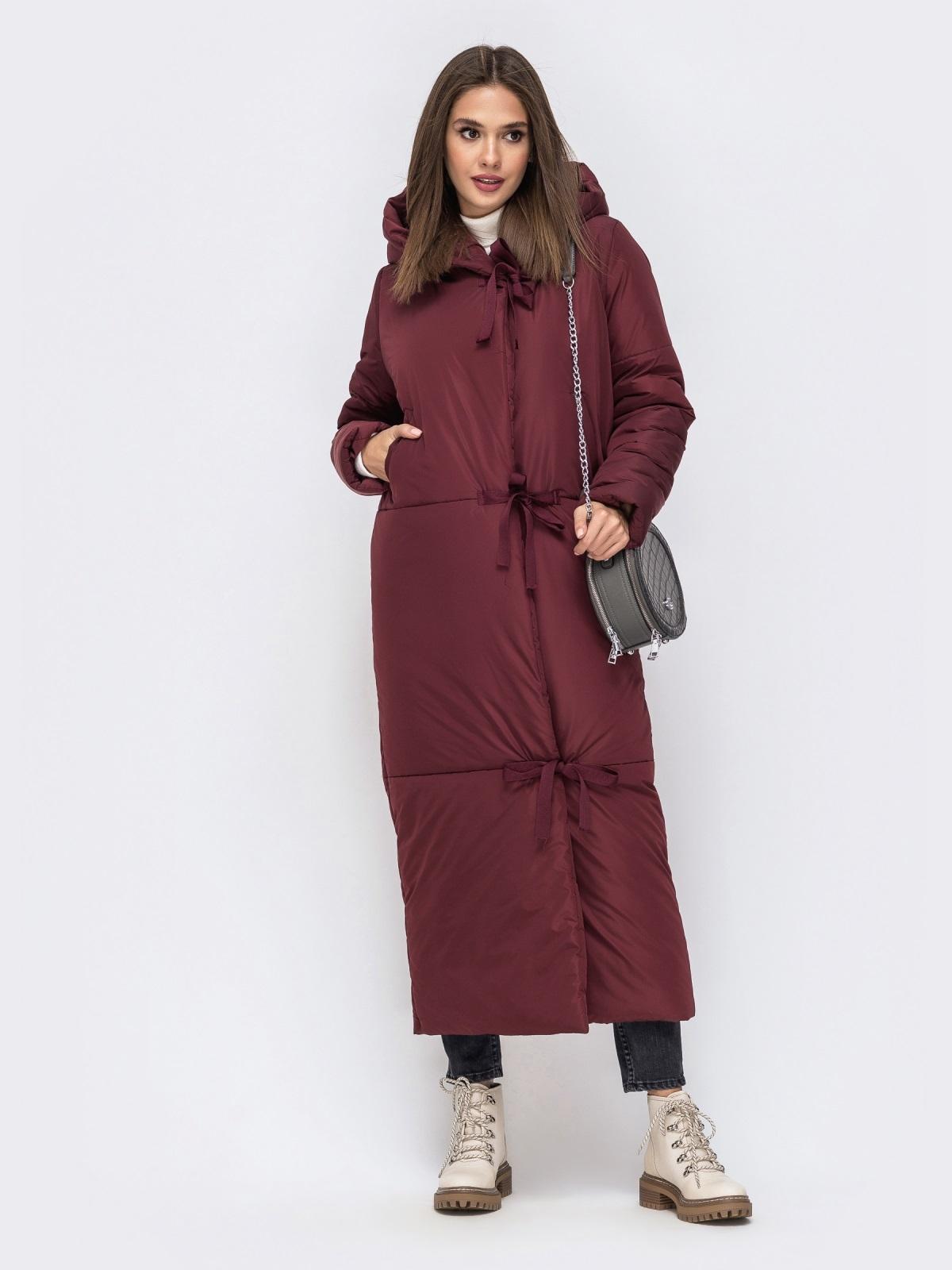 Зимняя куртка в пол со вшитым капюшоном бордовая - 41704, фото 1 – интернет-магазин Dressa