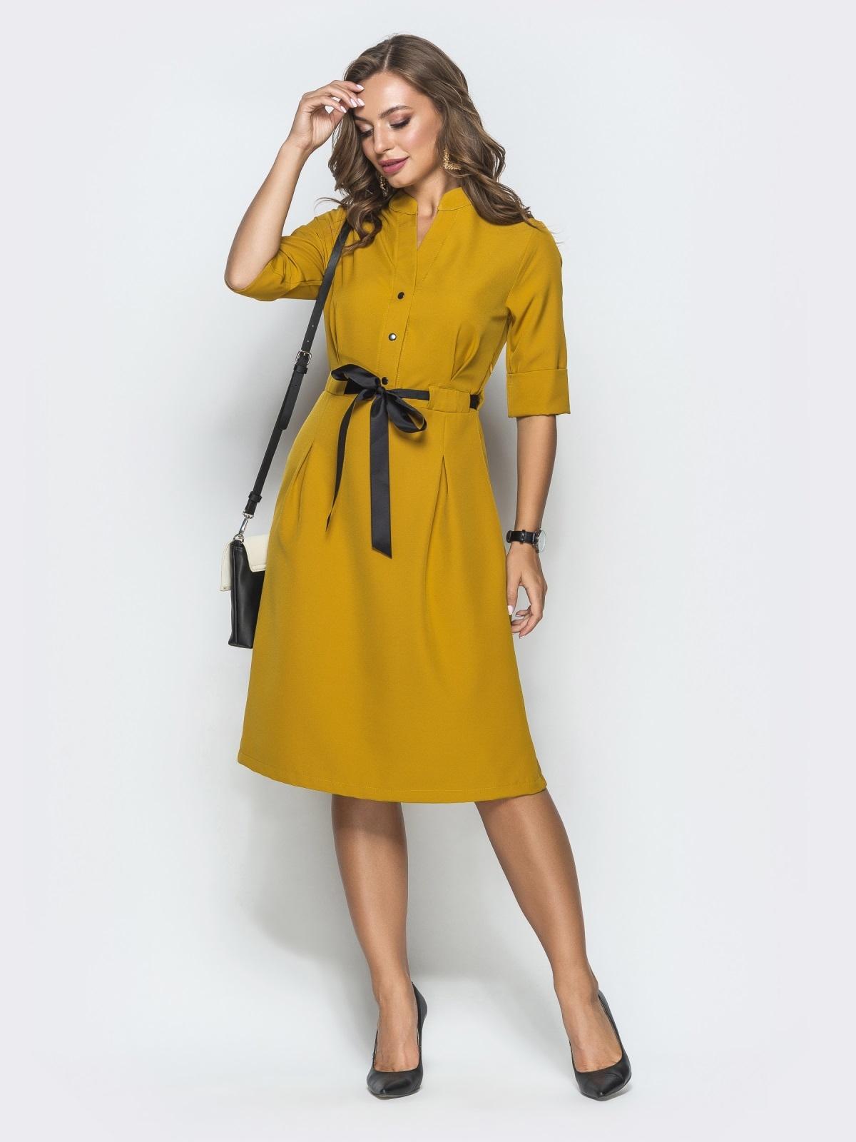 Горчичное платье на кнопках с атласным поясом 39879, фото 1
