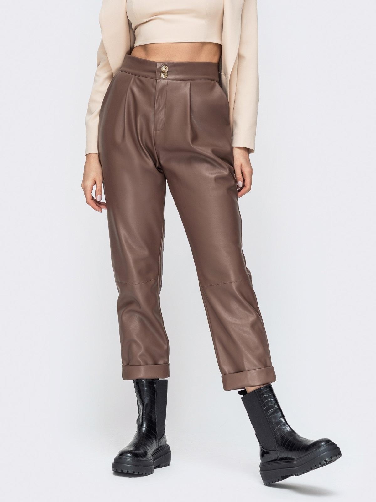 Коричневые брюки из эко-кожи с высокой посадкой - 44736, фото 1 – интернет-магазин Dressa
