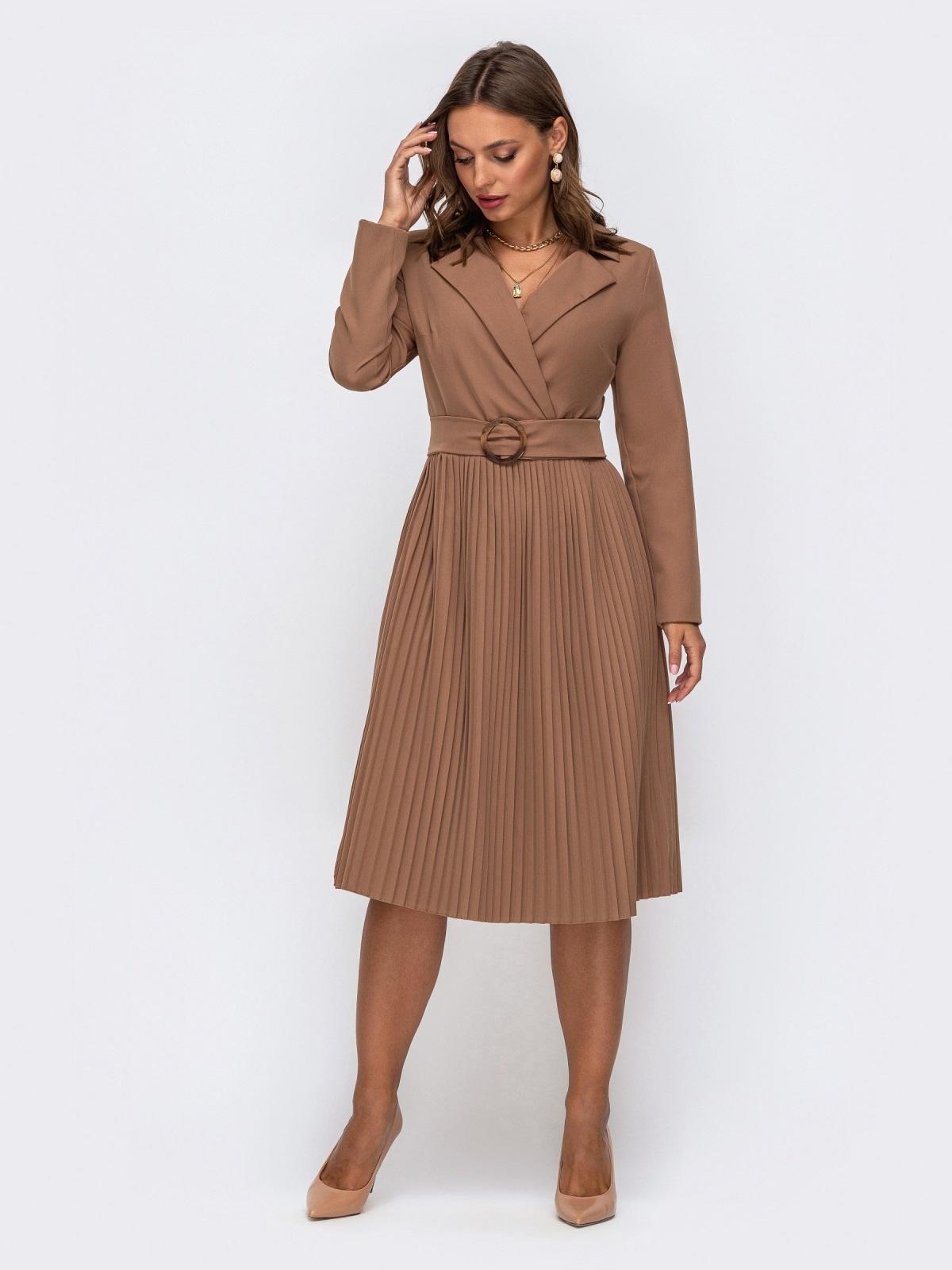 Платье бежевого цвета с лифом на запах и юбкой-плиссе 50242, фото 1