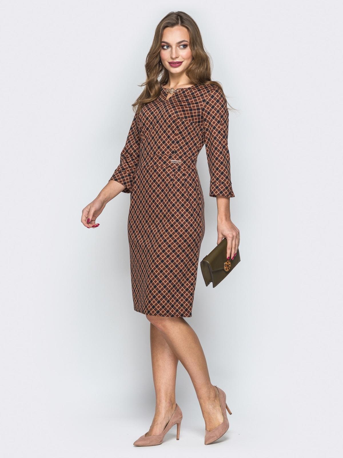 Горчичное платье со вшитым поясом и украшением - 19732, фото 1 – интернет-магазин Dressa