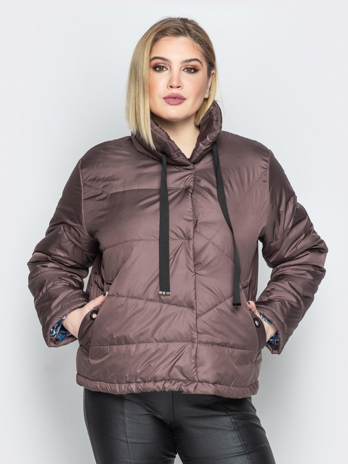 Коричневая куртка на кнопках с воротником-стойкой - 20065, фото 1 – интернет-магазин Dressa