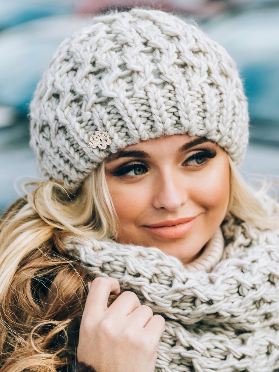 Светло-бежевая шапка-бини крупной вязки - 14801, фото 1 – интернет-магазин Dressa