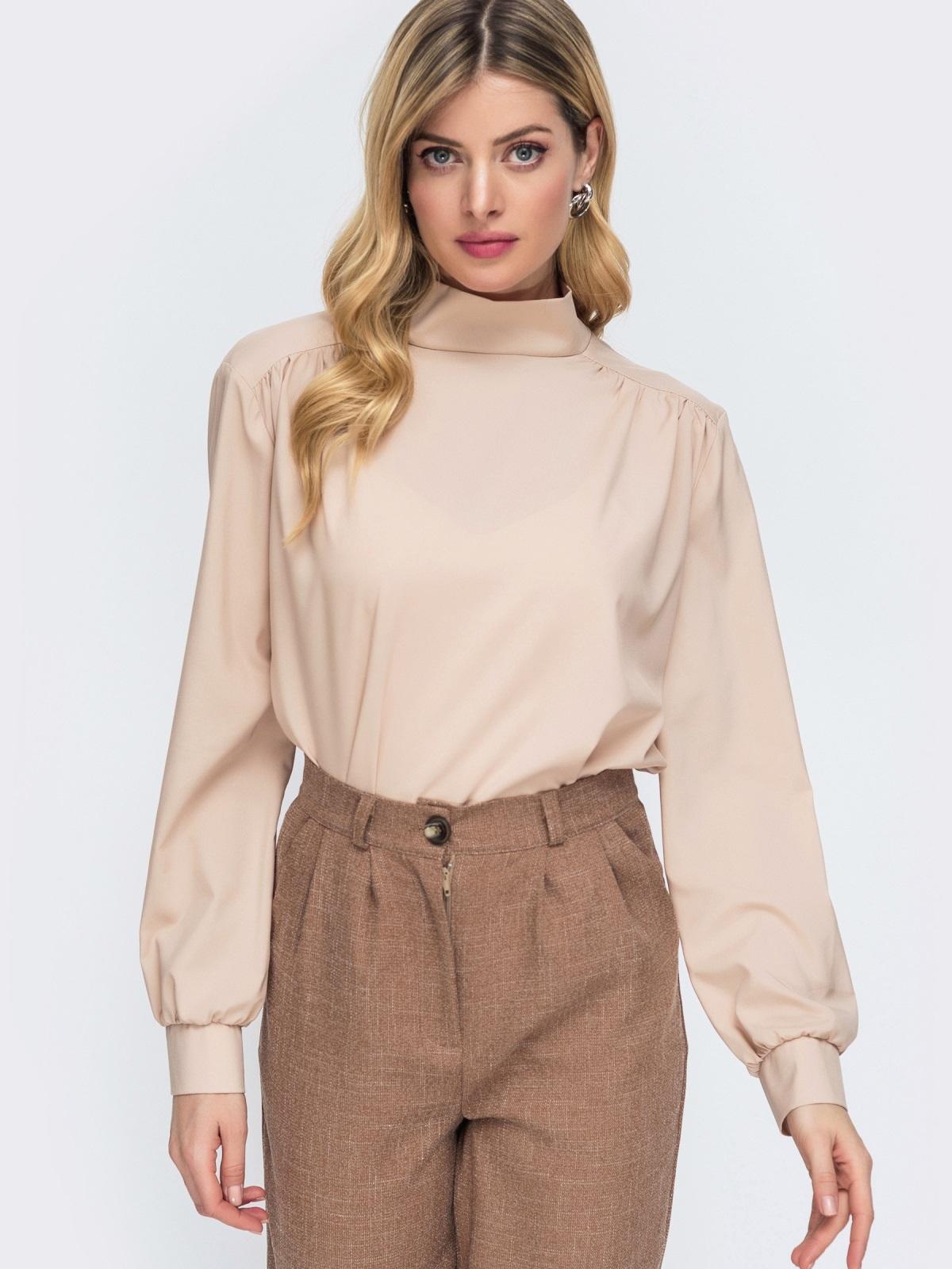 Блузка бежевого цвета с бантом по спинке 45521, фото 1