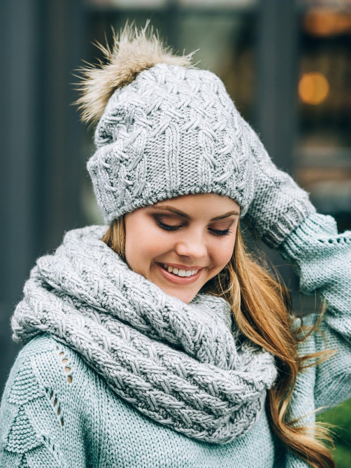 Светло-серый комплект с перчатками и помпоном на шапке - 14888, фото 1 – интернет-магазин Dressa