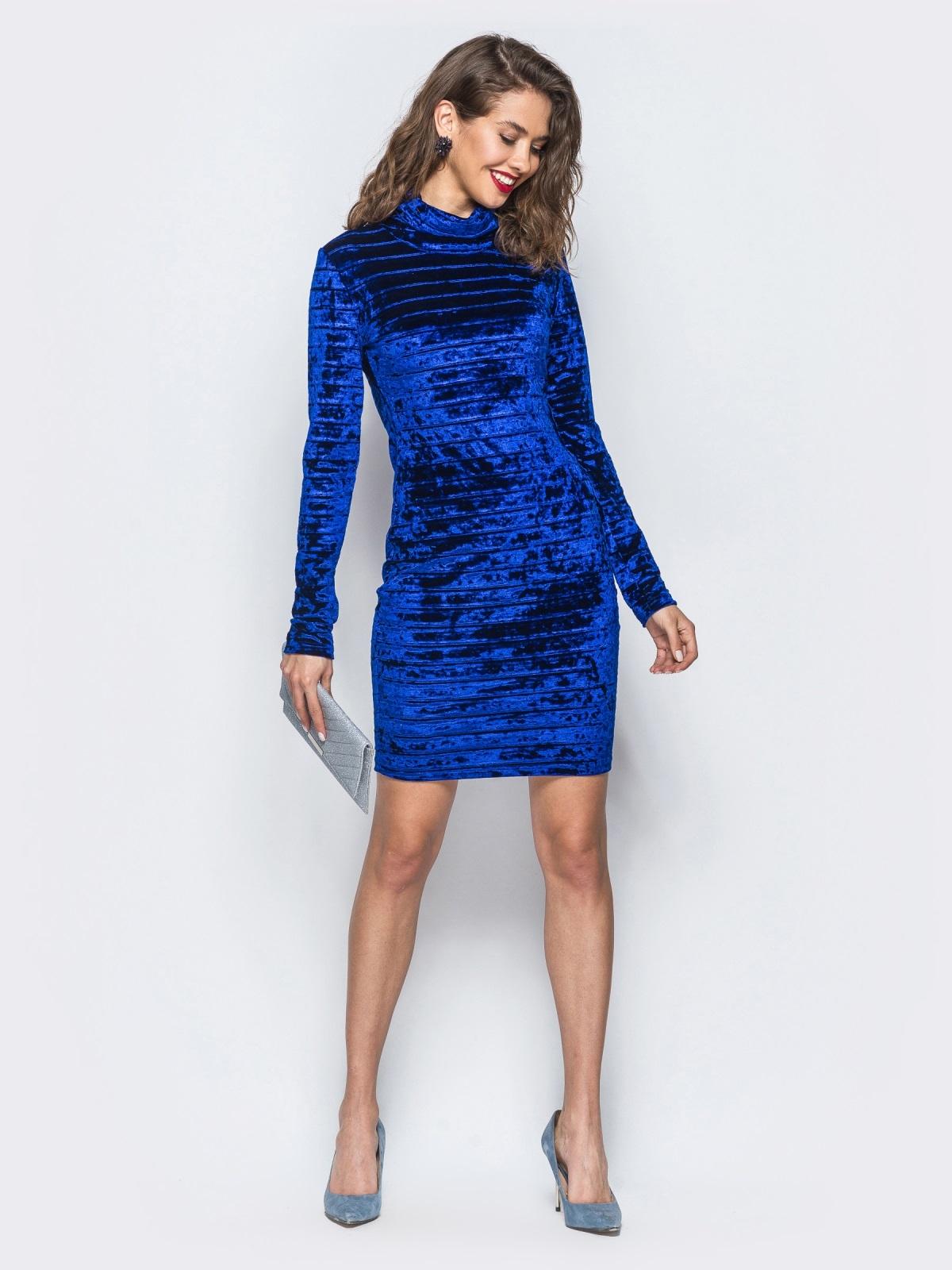 Велюровое платье синего цвета с воротником-хомут - 18045, фото 1 – интернет-магазин Dressa